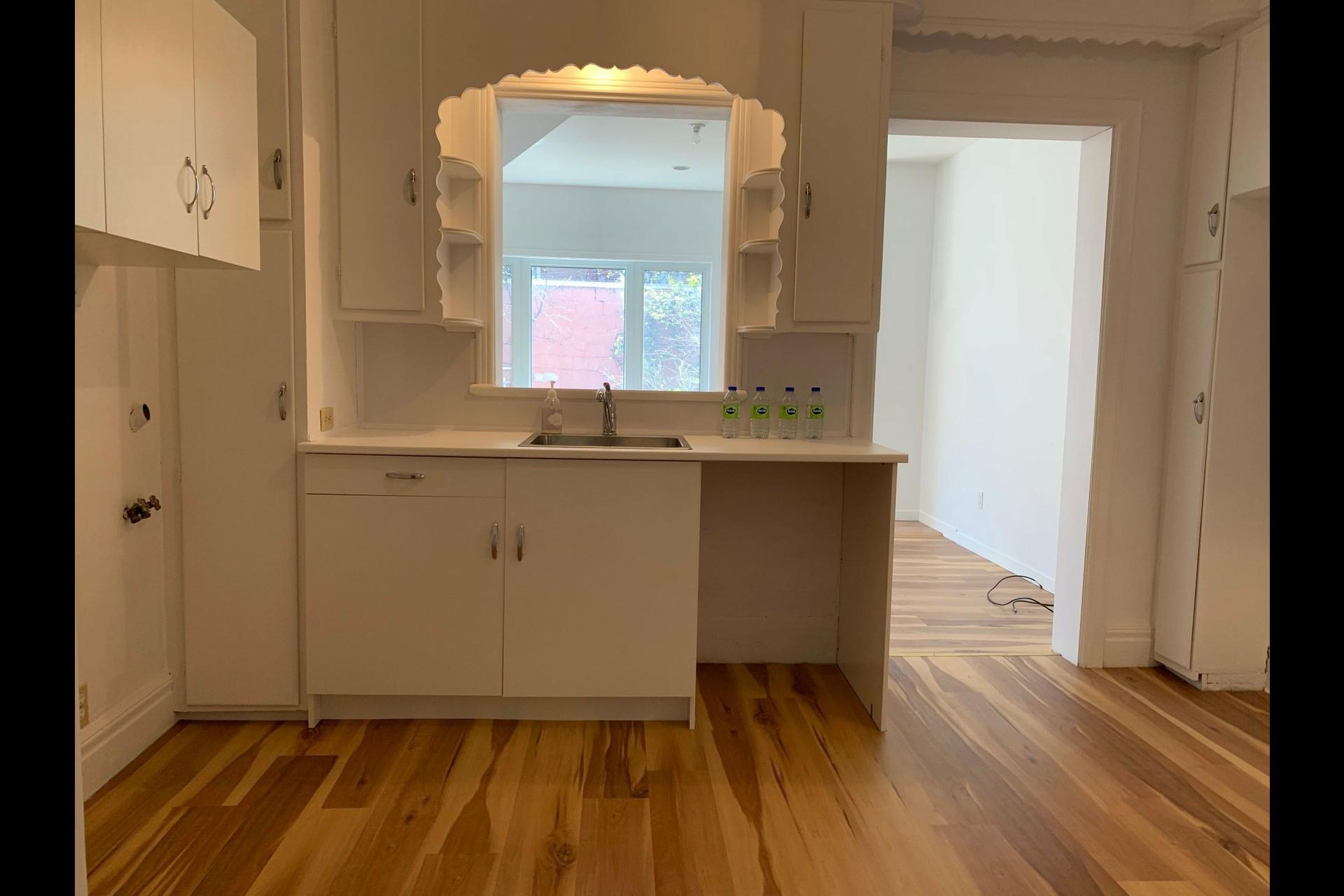 image 8 - Apartment For rent Côte-des-Neiges/Notre-Dame-de-Grâce Montréal  - 9 rooms