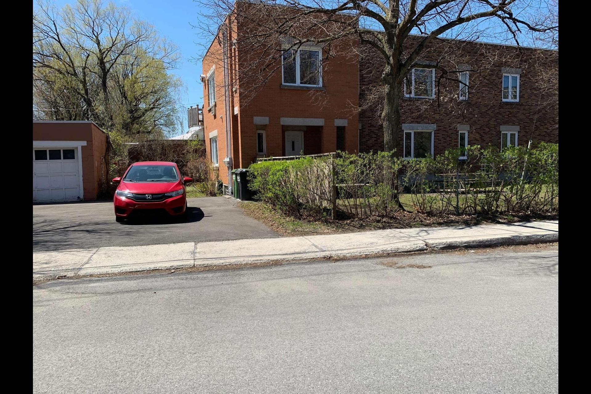 image 18 - Apartment For rent Côte-des-Neiges/Notre-Dame-de-Grâce Montréal  - 9 rooms