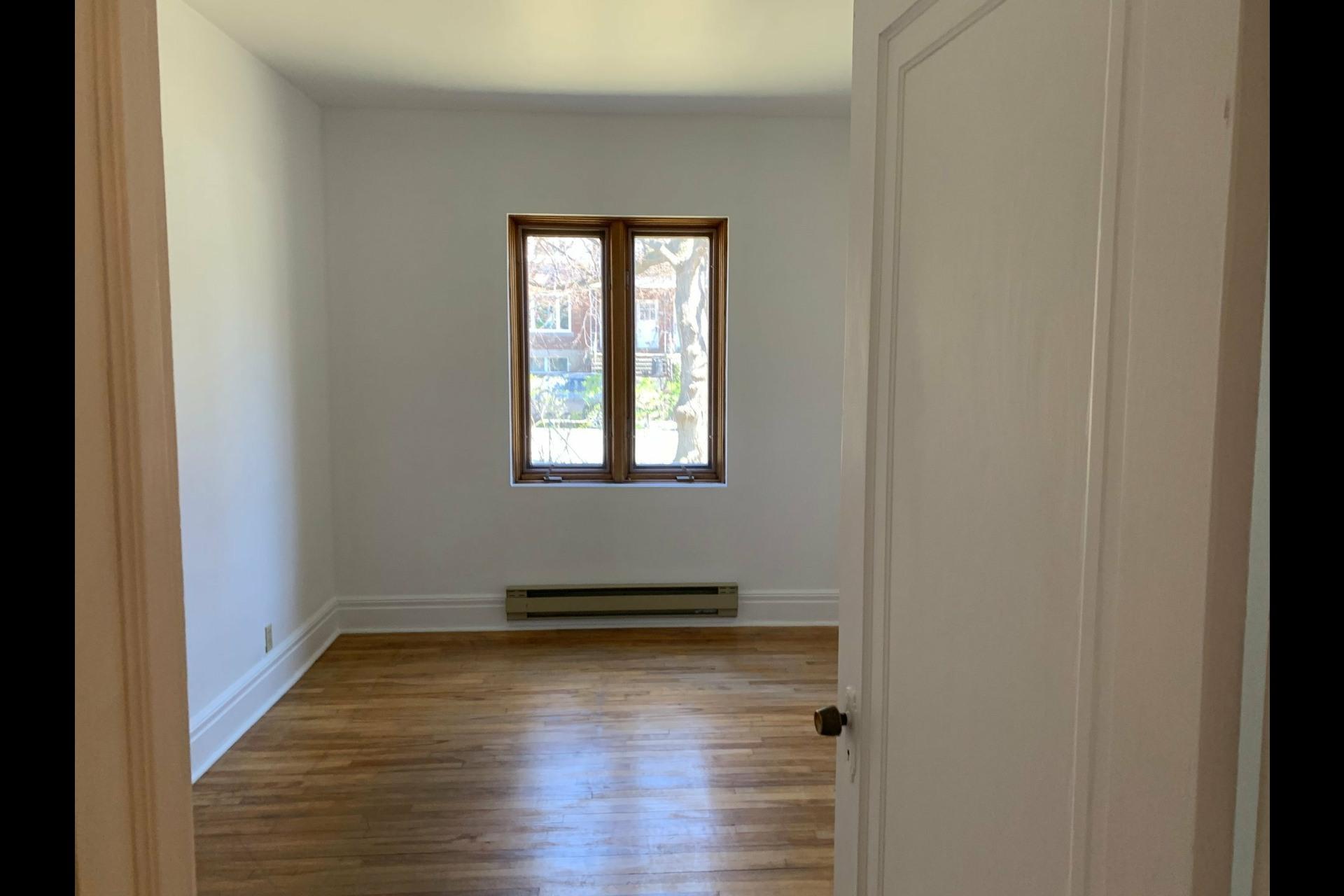 image 14 - Apartment For rent Côte-des-Neiges/Notre-Dame-de-Grâce Montréal  - 9 rooms