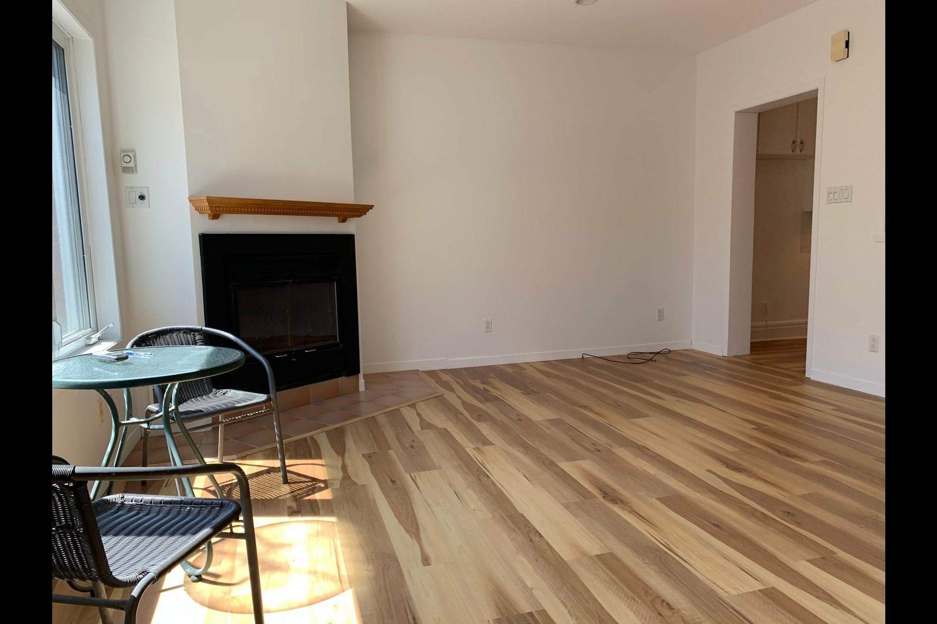 image 10 - Apartment For rent Côte-des-Neiges/Notre-Dame-de-Grâce Montréal  - 9 rooms
