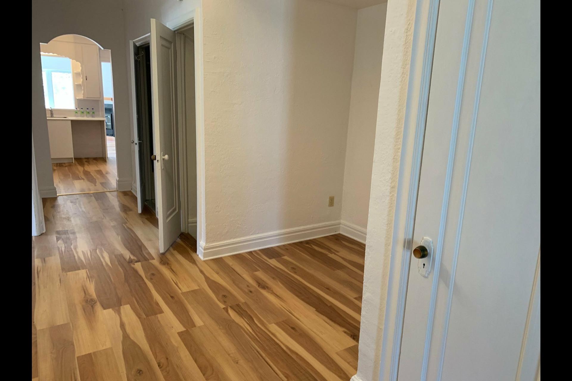 image 11 - Apartment For rent Côte-des-Neiges/Notre-Dame-de-Grâce Montréal  - 9 rooms