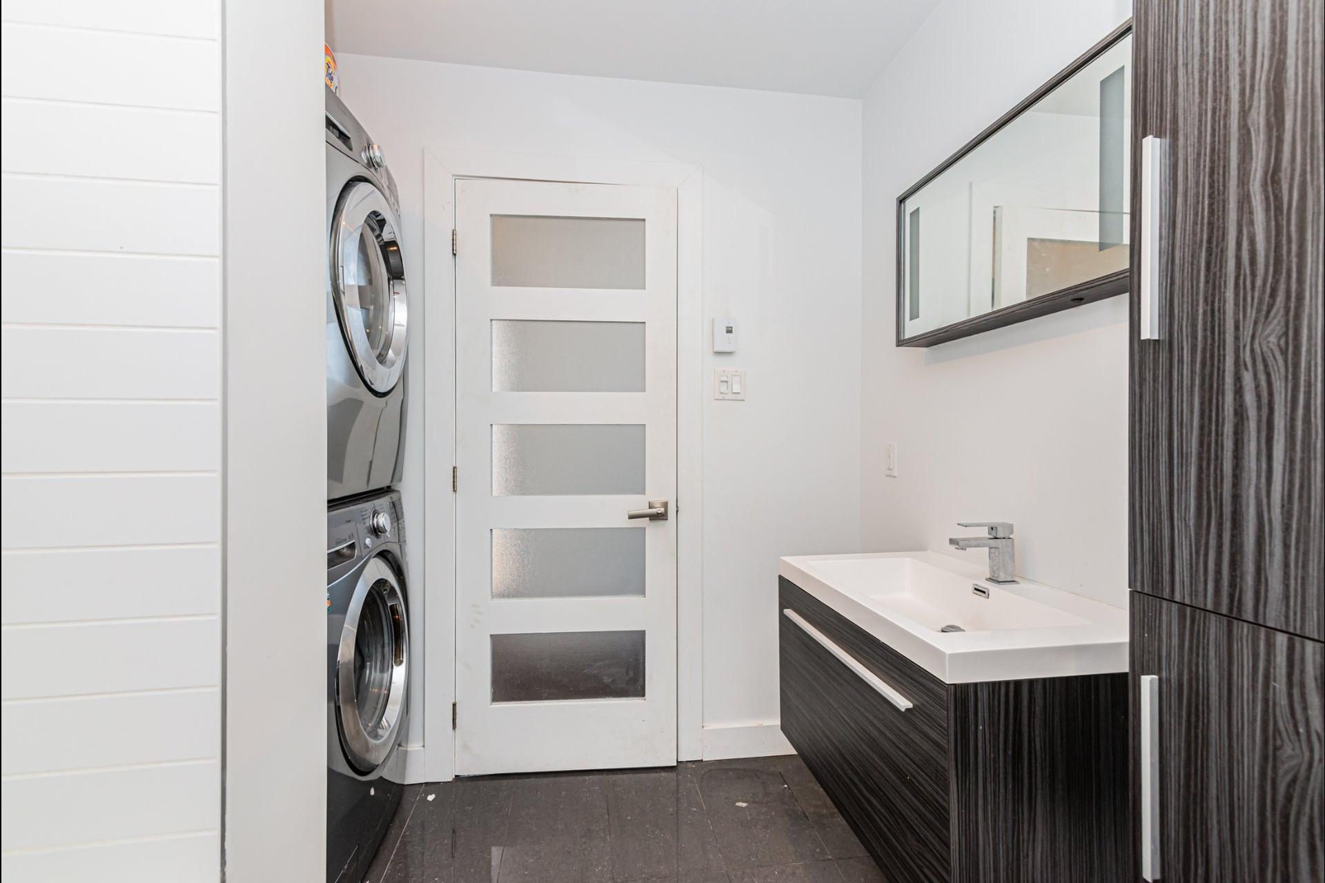 image 24 - Apartment For rent Le Plateau-Mont-Royal Montréal  - 7 rooms