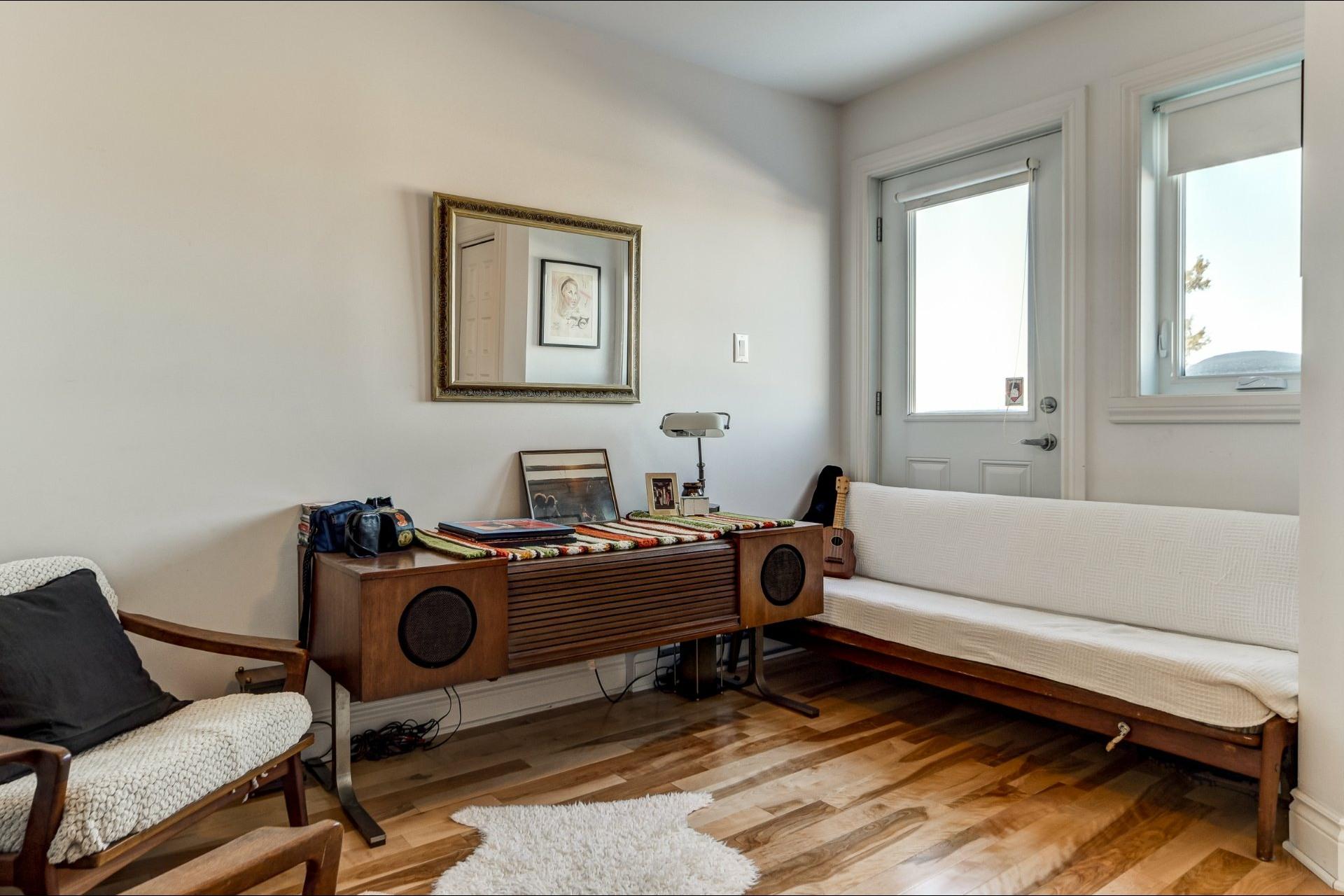image 15 - Appartement À vendre Villeray/Saint-Michel/Parc-Extension Montréal  - 5 pièces
