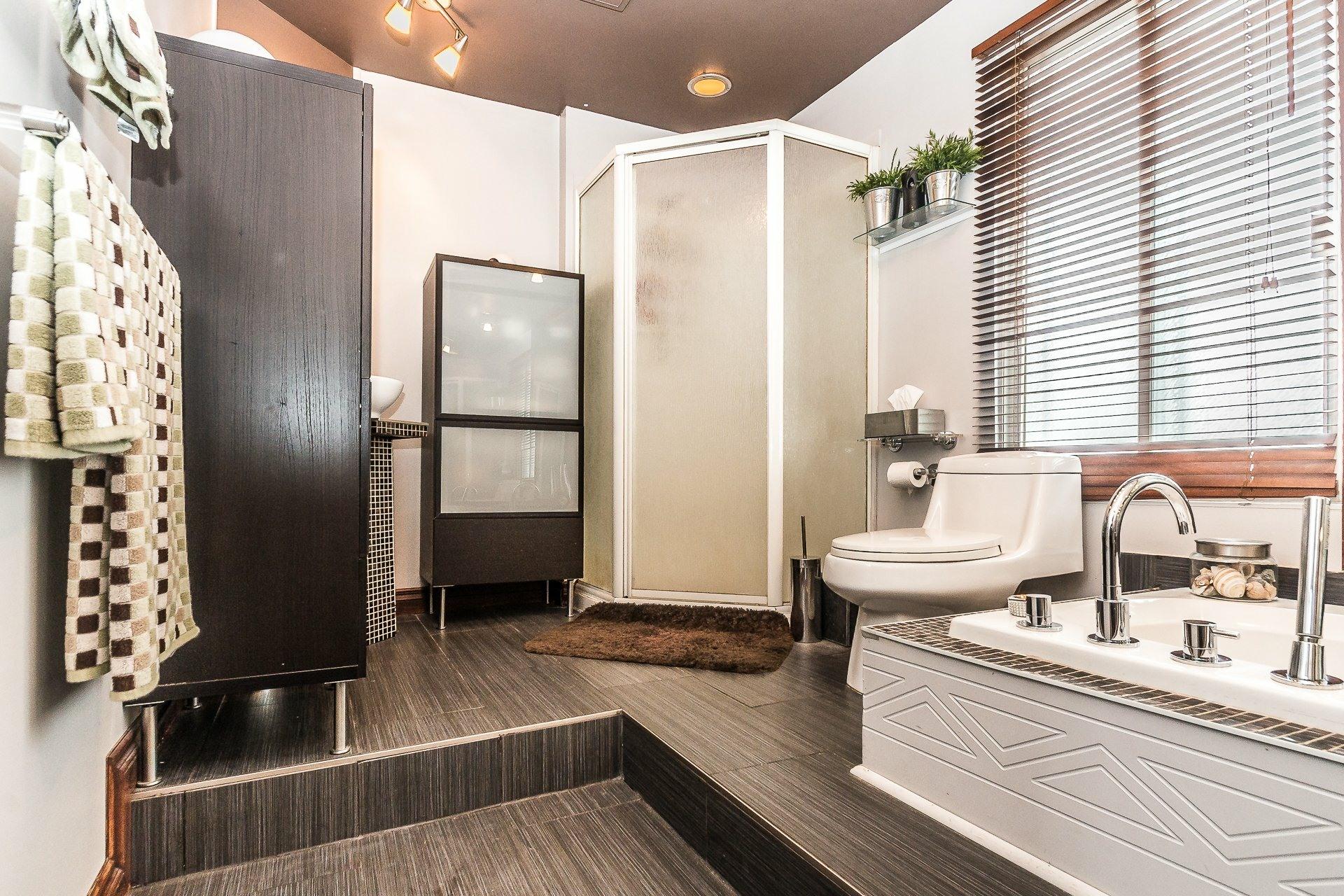 image 12 - House For sale LaSalle Montréal  - 8 rooms