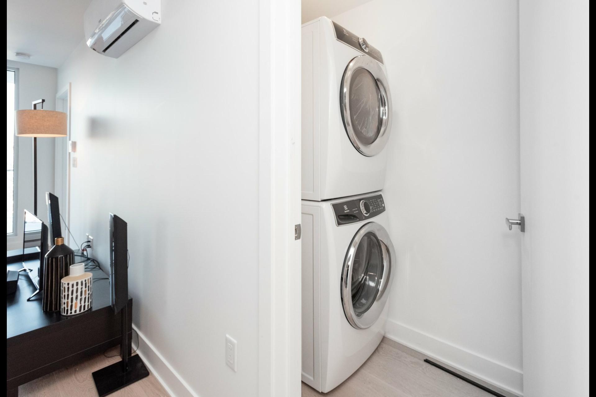 image 17 - Appartement À louer Côte-des-Neiges/Notre-Dame-de-Grâce Montréal  - 5 pièces