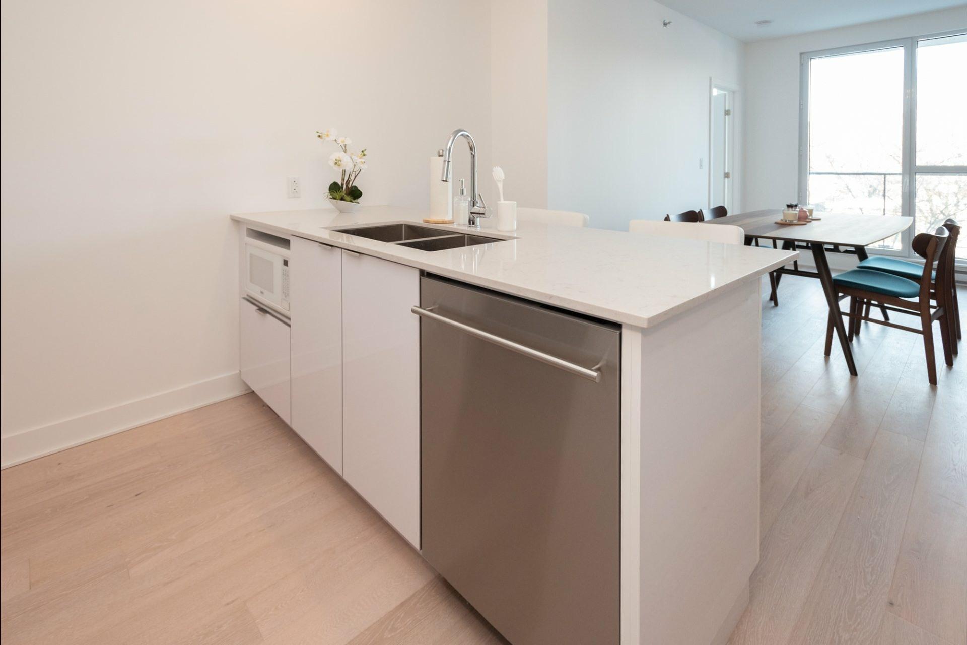 image 11 - Appartement À louer Côte-des-Neiges/Notre-Dame-de-Grâce Montréal  - 5 pièces