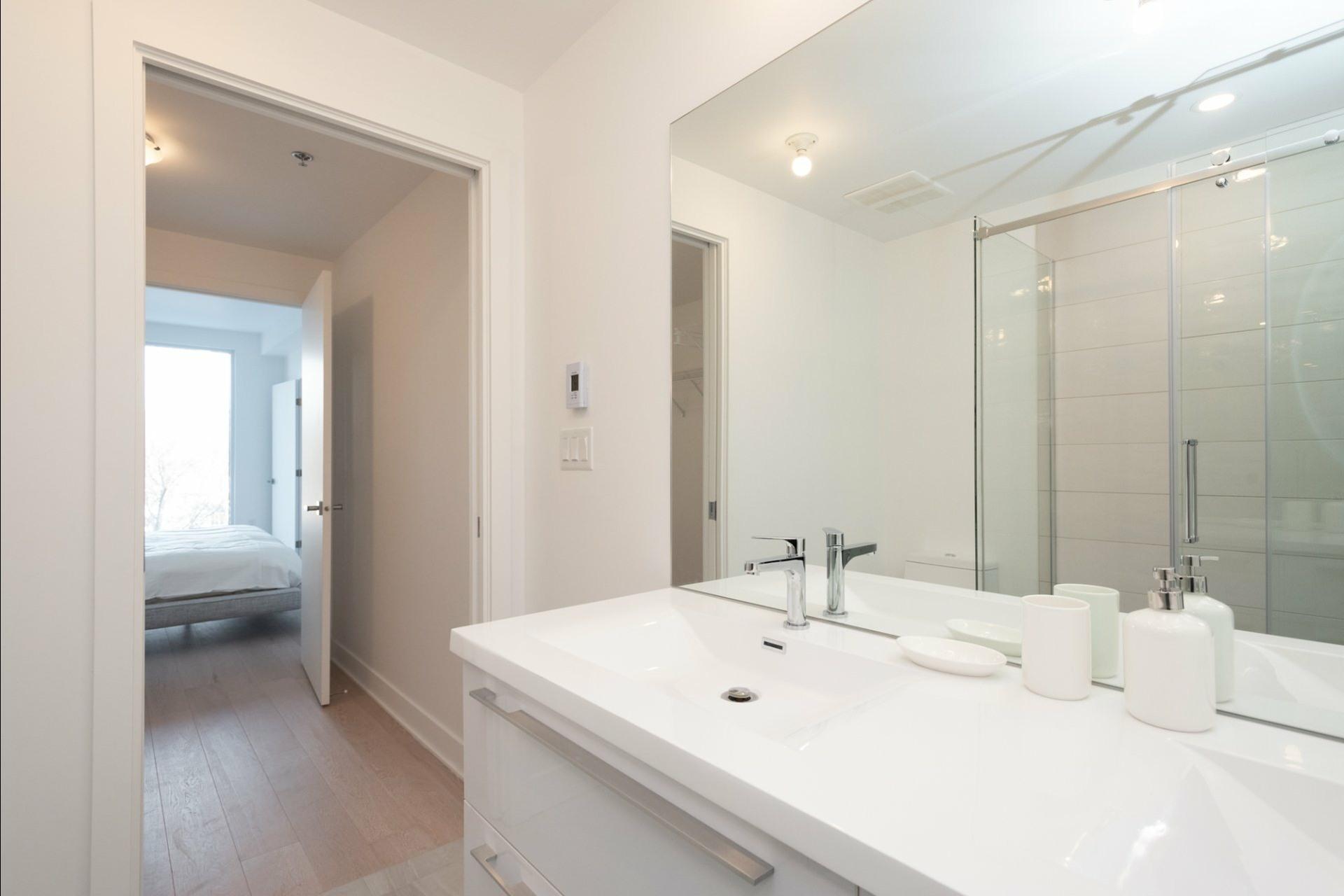 image 23 - Appartement À louer Côte-des-Neiges/Notre-Dame-de-Grâce Montréal  - 5 pièces