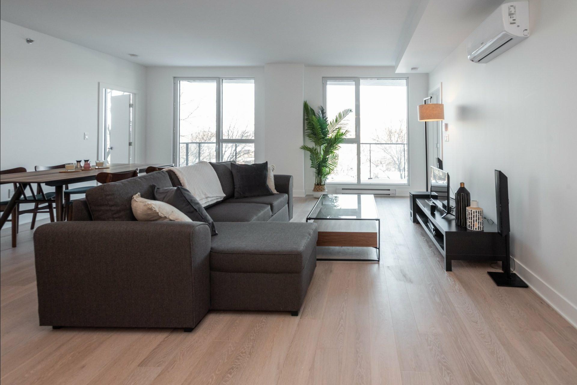 image 2 - Appartement À louer Côte-des-Neiges/Notre-Dame-de-Grâce Montréal  - 5 pièces