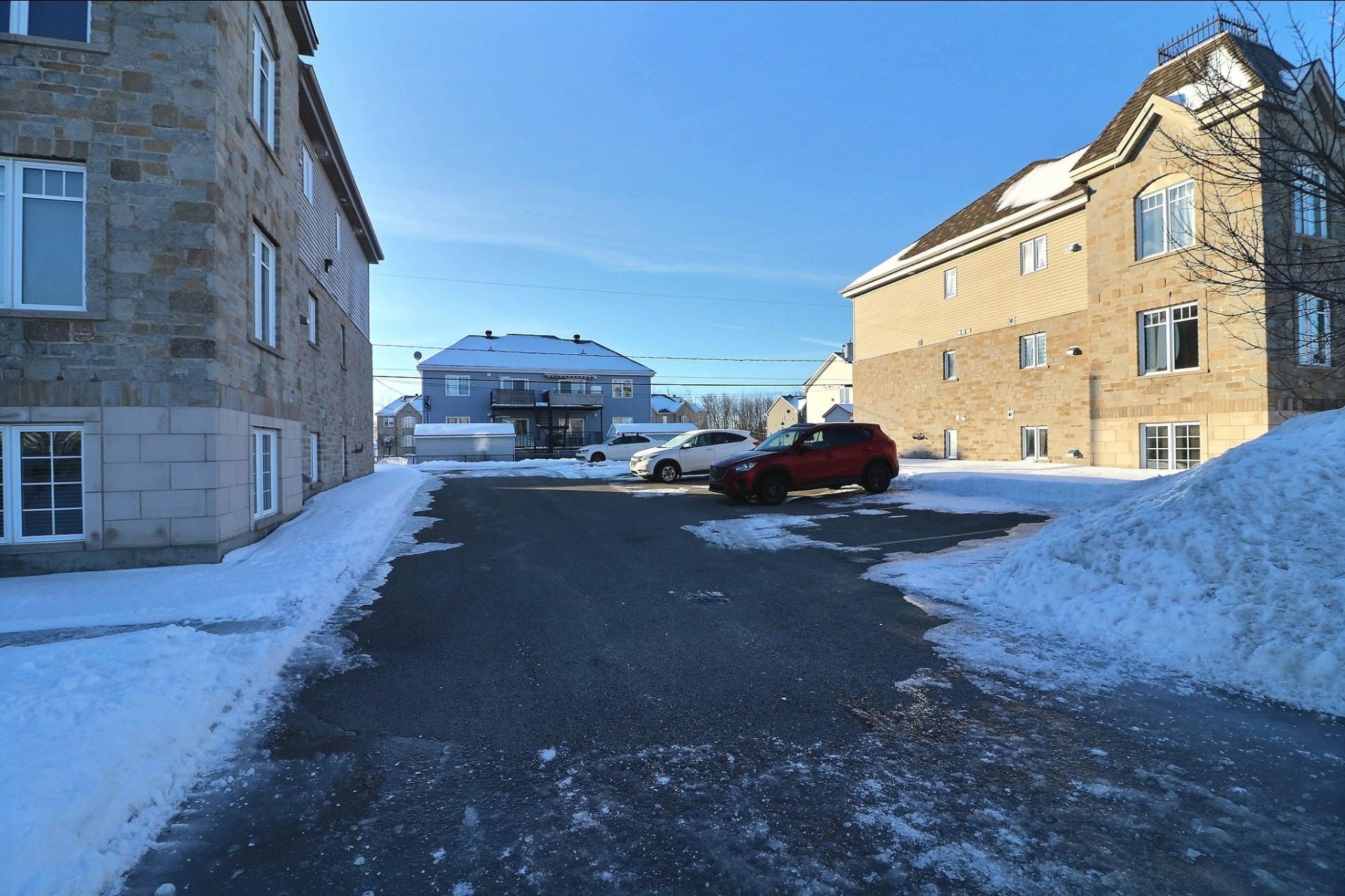 image 16 - Appartement À vendre Saint-Eustache - 7 pièces