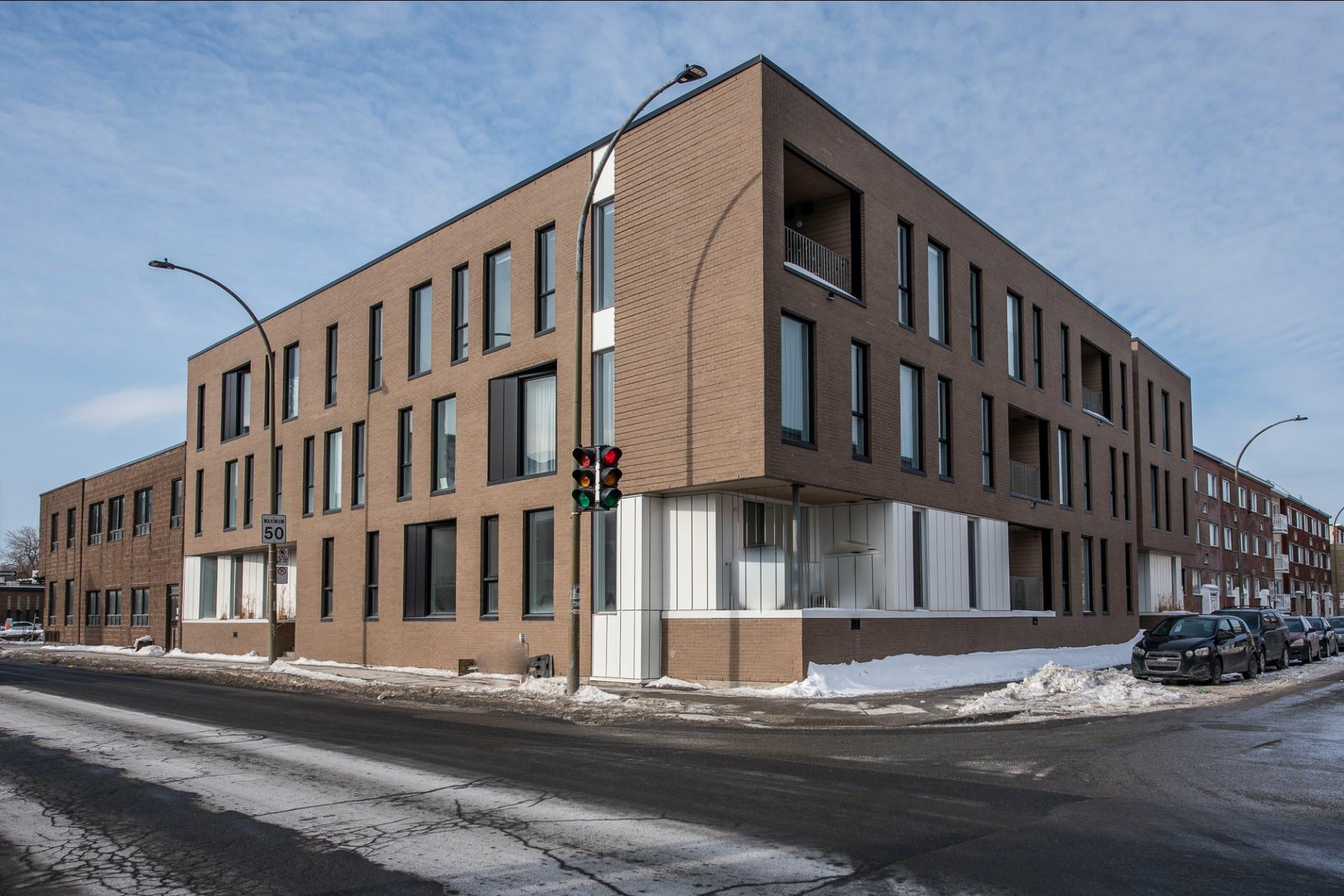 image 0 - Appartement À louer Villeray/Saint-Michel/Parc-Extension Montréal  - 5 pièces