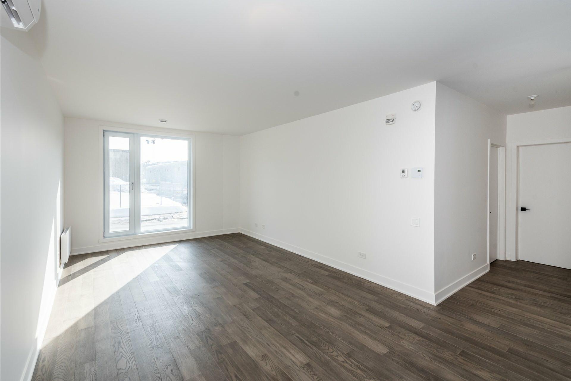 image 8 - Appartement À louer Villeray/Saint-Michel/Parc-Extension Montréal  - 5 pièces