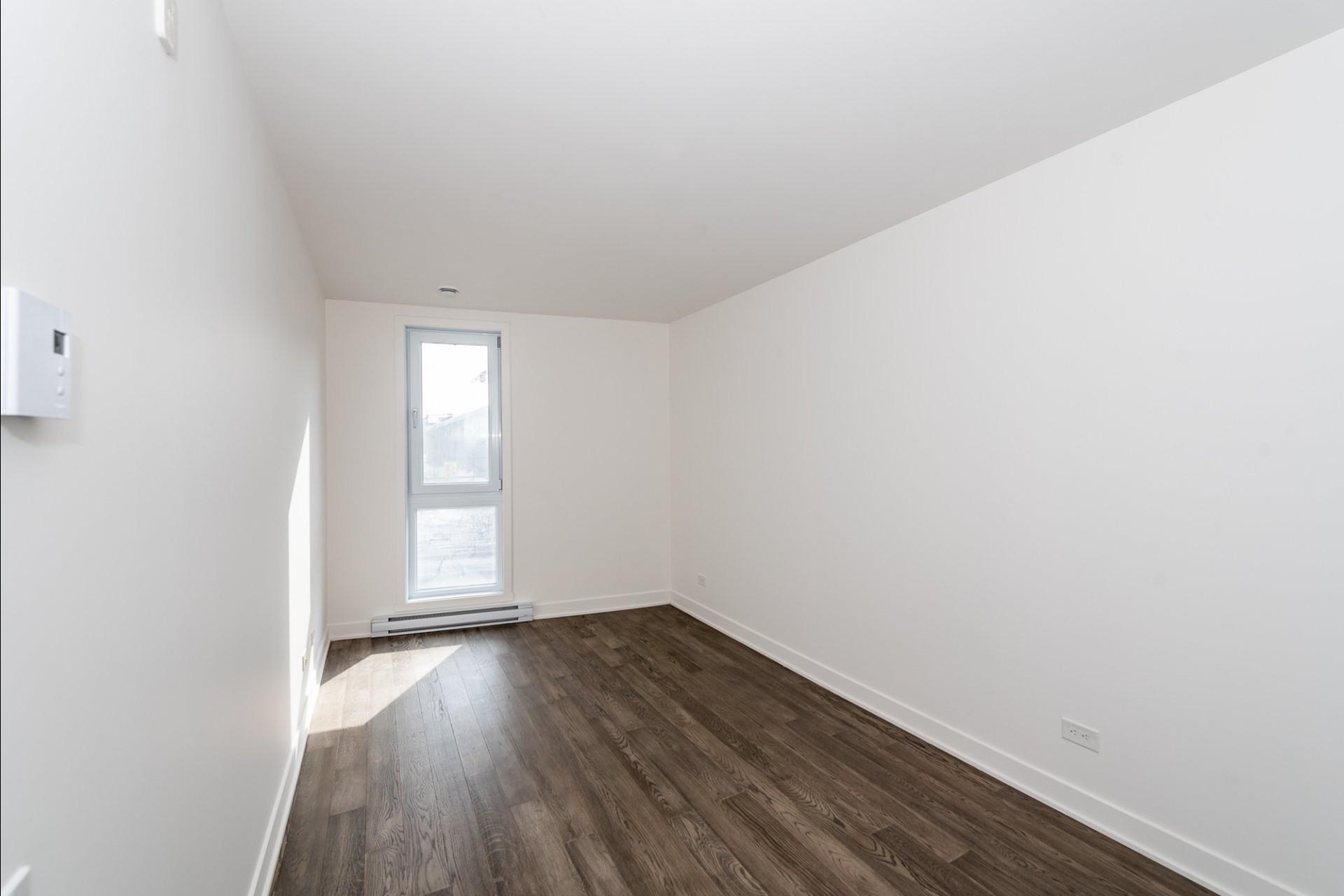 image 17 - Appartement À louer Villeray/Saint-Michel/Parc-Extension Montréal  - 5 pièces