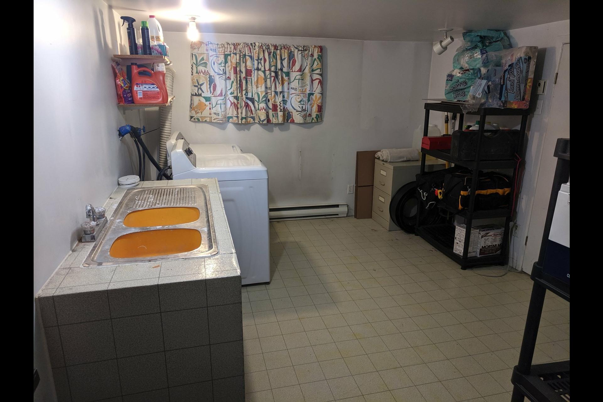 image 15 - Appartement À louer Ahuntsic-Cartierville Montréal  - 7 pièces