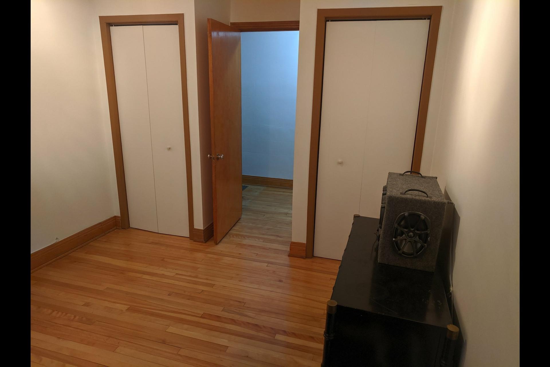 image 10 - Appartement À louer Ahuntsic-Cartierville Montréal  - 7 pièces