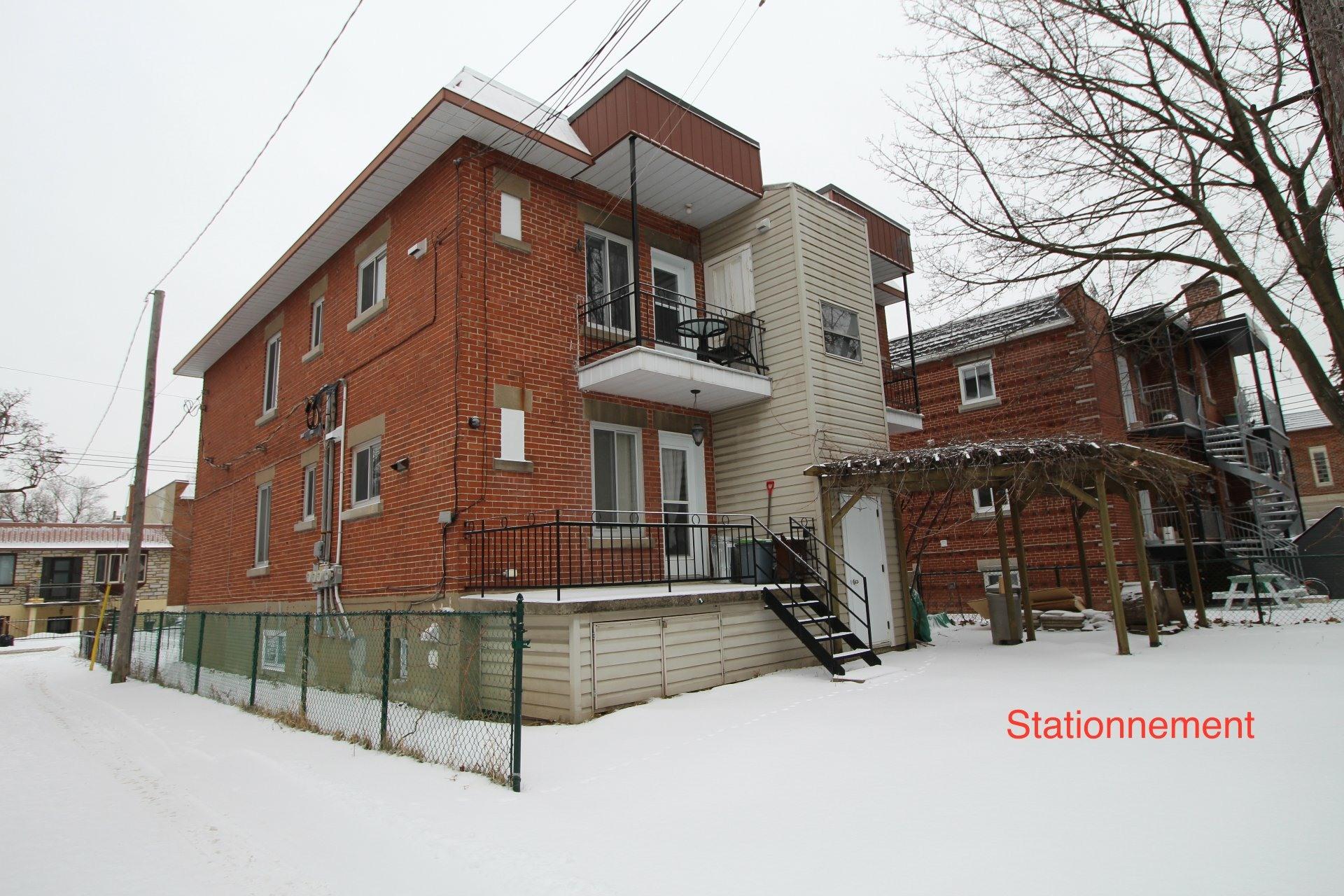 image 1 - Appartement À louer Ahuntsic-Cartierville Montréal  - 7 pièces
