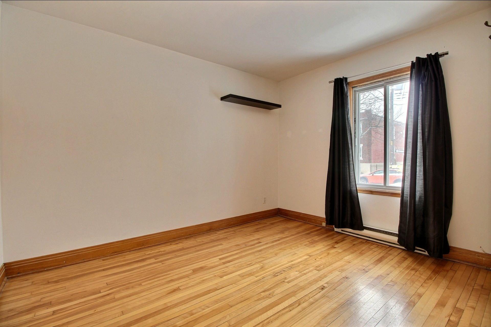 image 9 - Appartement À louer Ahuntsic-Cartierville Montréal  - 7 pièces