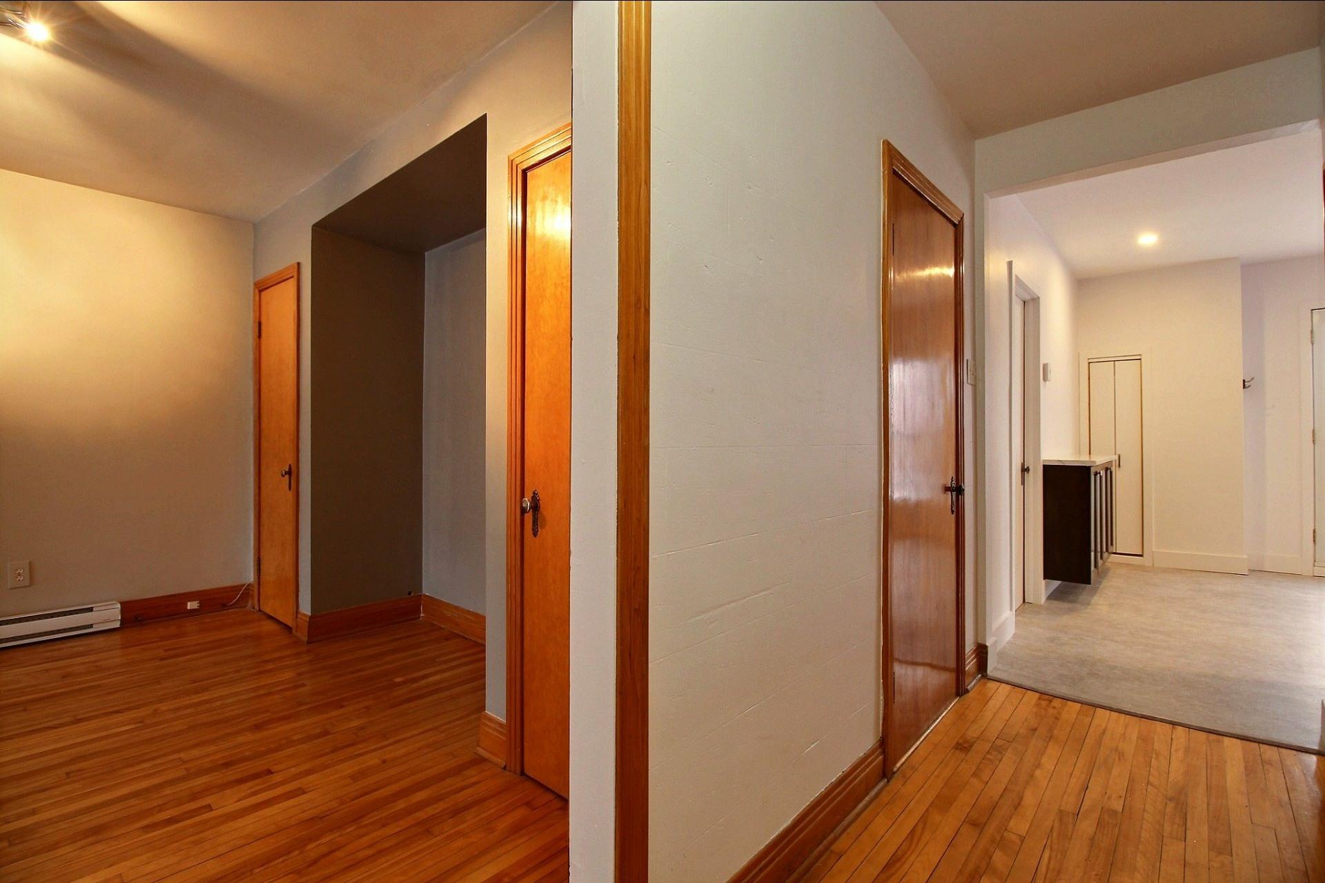 image 13 - Appartement À louer Ahuntsic-Cartierville Montréal  - 7 pièces
