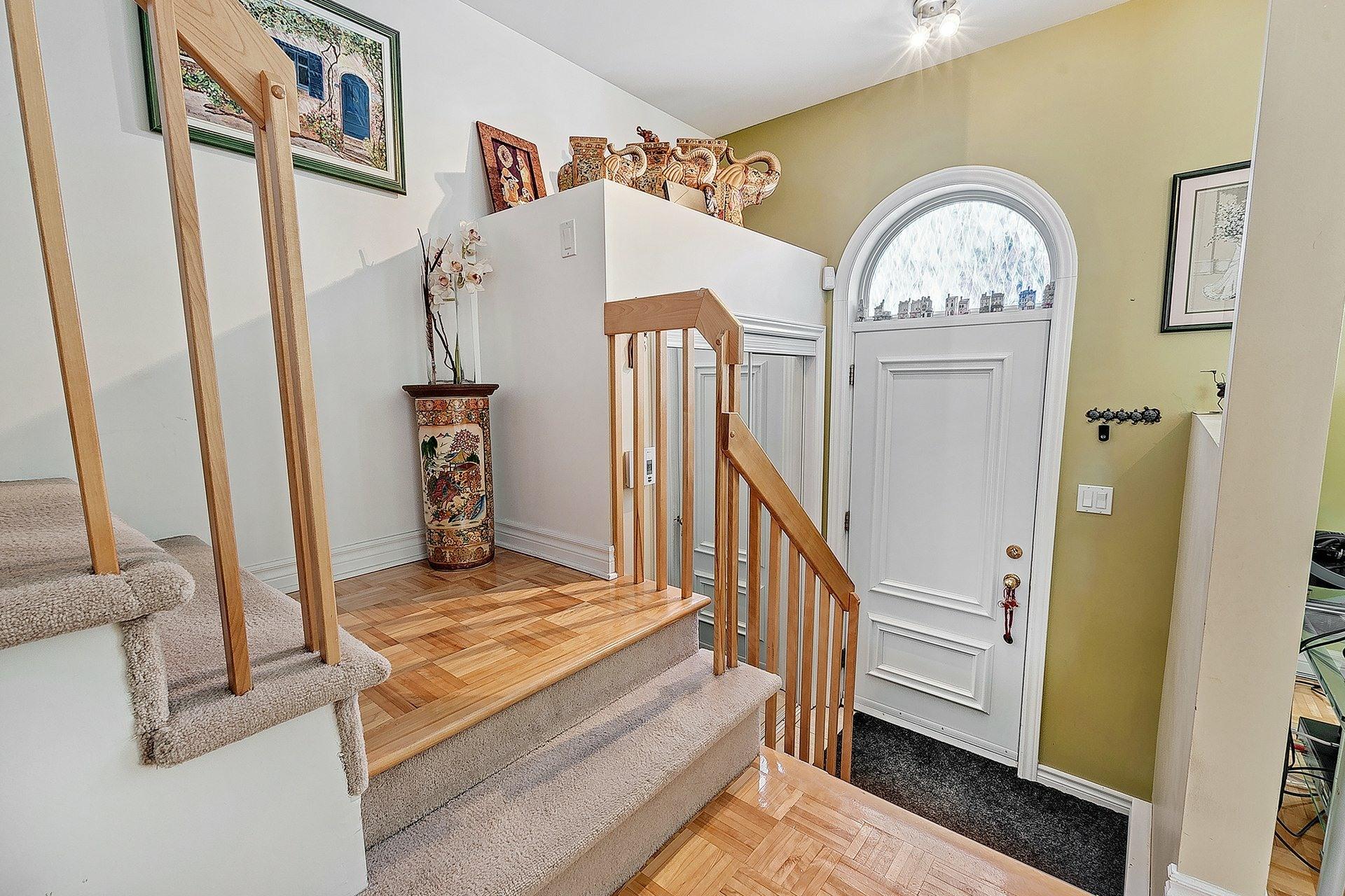 image 3 - Maison À vendre Saint-François Laval  - 9 pièces