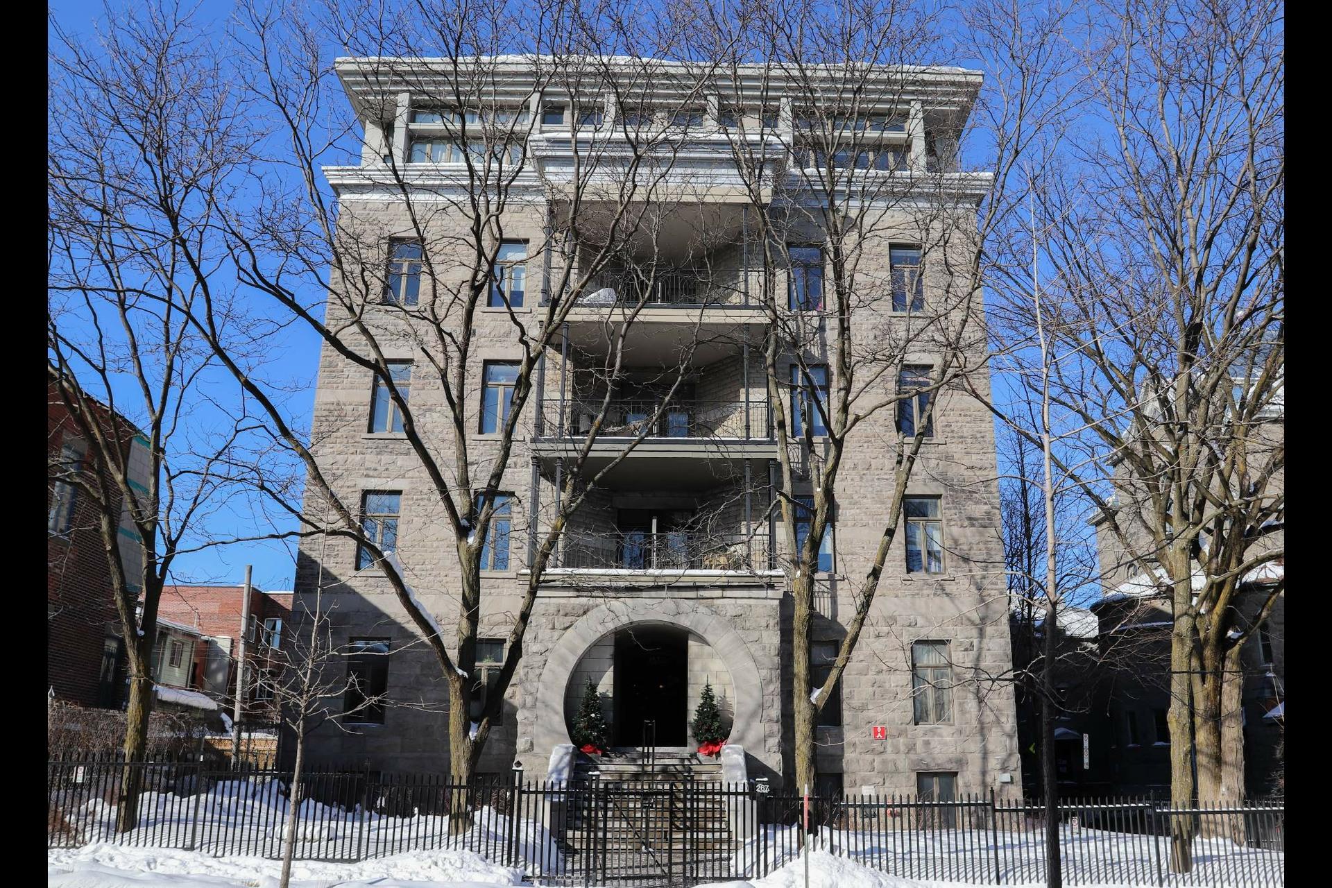 image 0 - Apartment For rent Le Plateau-Mont-Royal Montréal  - 5 rooms