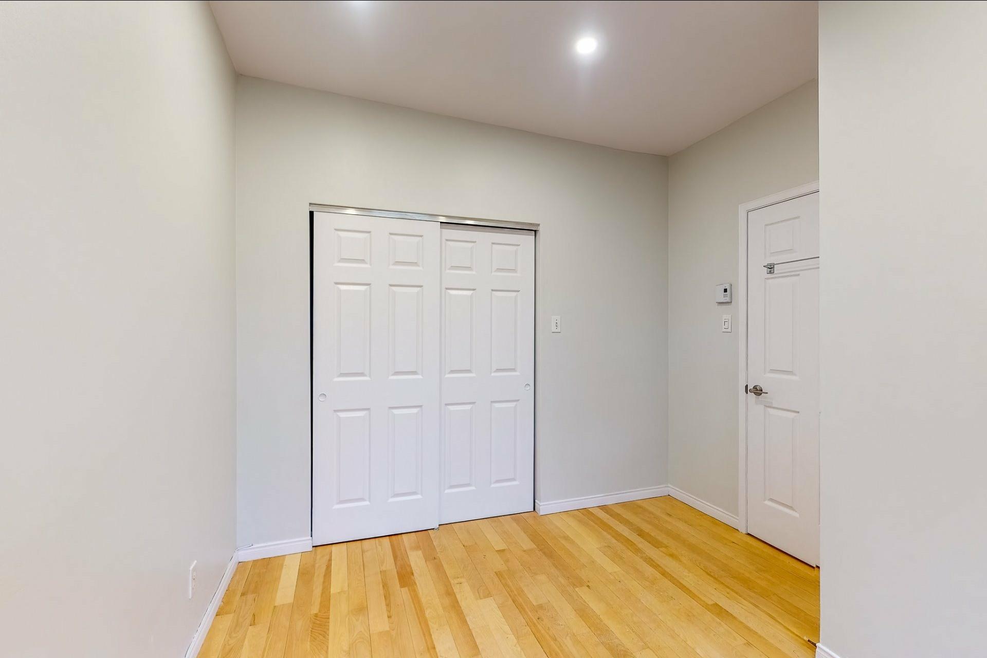 image 10 - Apartment For rent Le Plateau-Mont-Royal Montréal  - 5 rooms