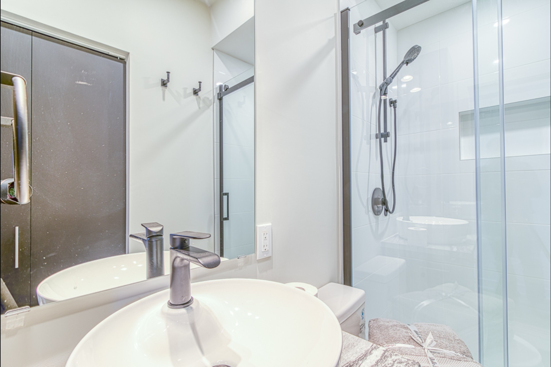 image 9 - Furnished Appartement For rent Montréal - 3 rooms