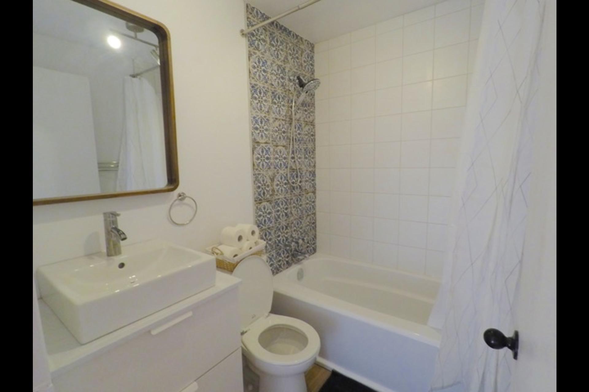 image 6 - Appartement À louer Montréal - 5 pièces