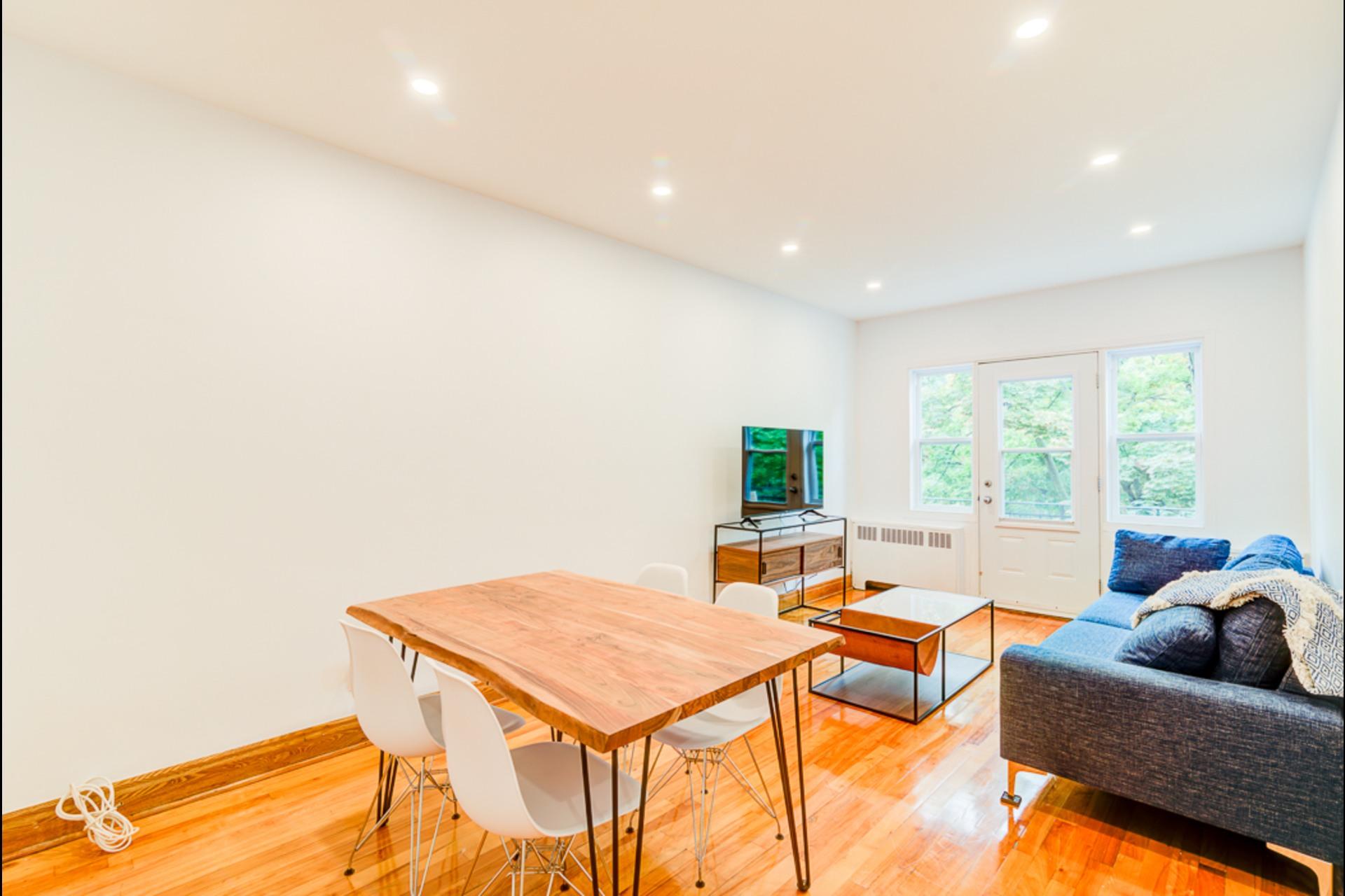image 2 - House For rent Montréal