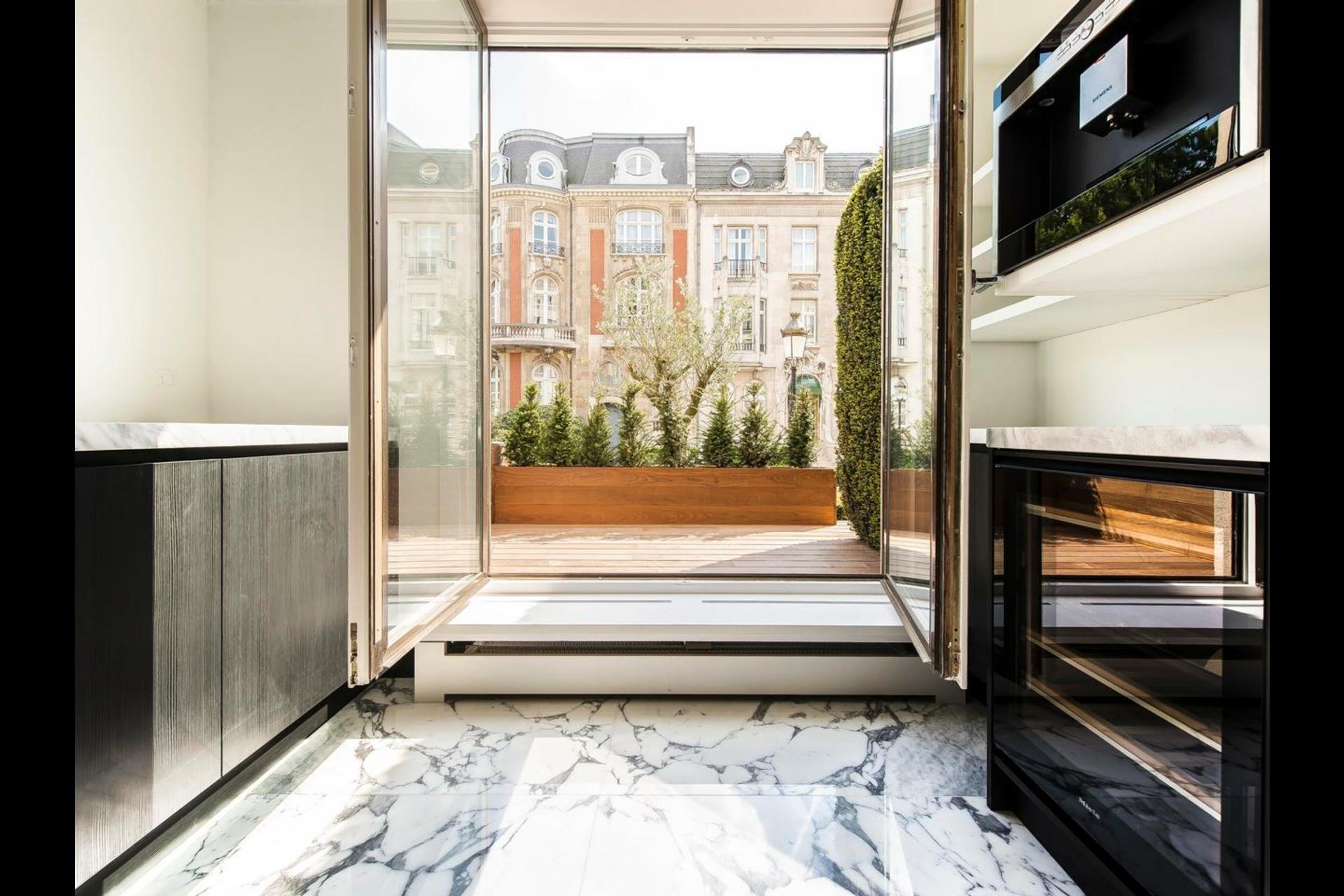image 3 - Appartement À vendre Paris - 6 pièces