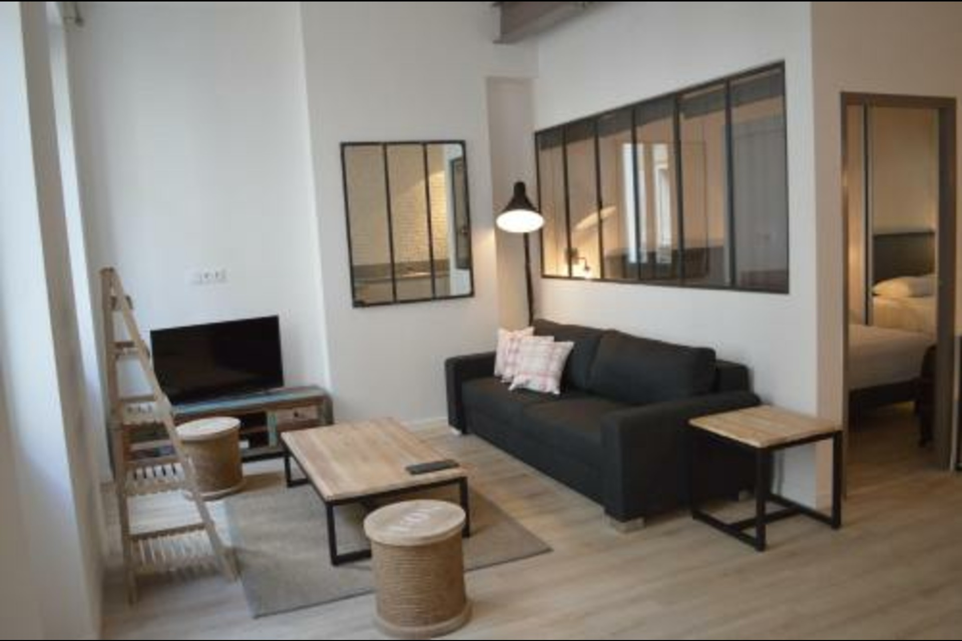 image 0 - Appartement À louer Marseille - 4 pièces