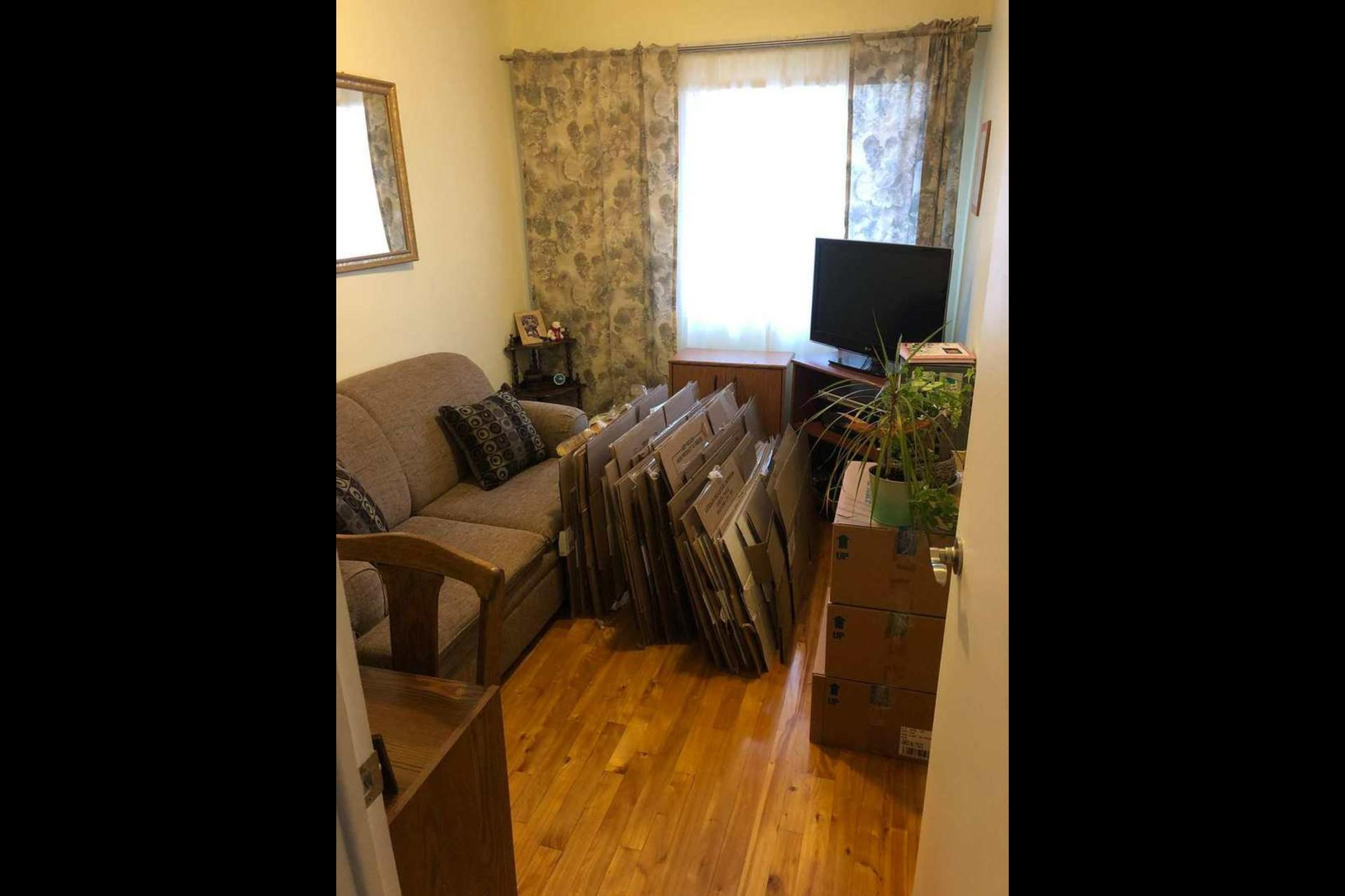 image 8 - Appartement À louer Montréal Saint-Leonard - 5 pièces