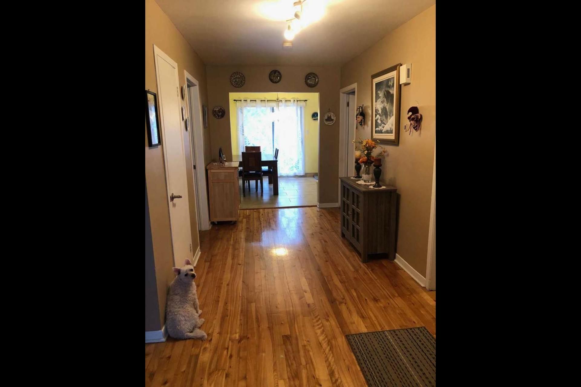 image 9 - Appartement À louer Montréal Saint-Leonard - 5 pièces