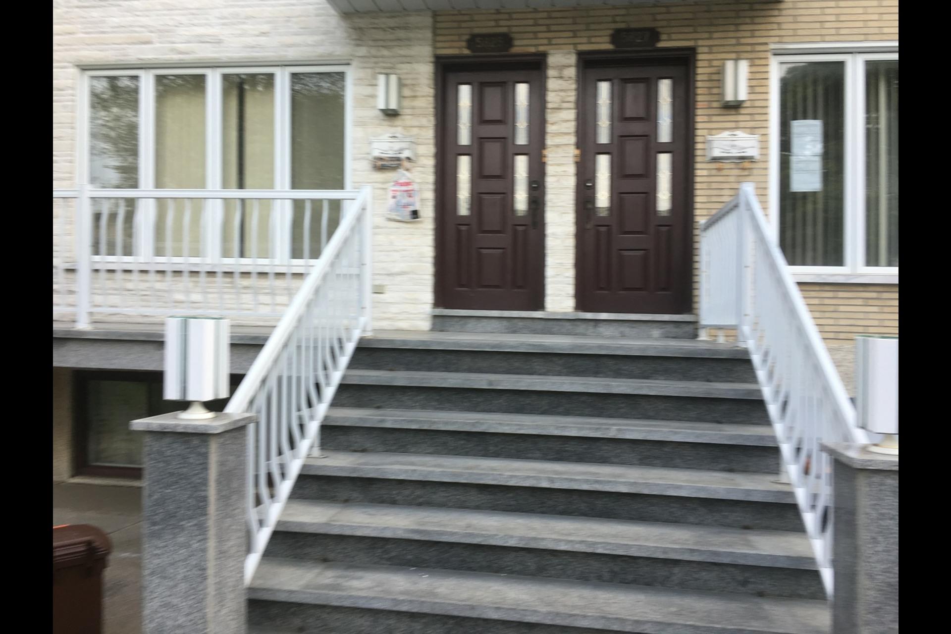 image 0 - Appartement À louer Montréal Rosemont - 5 pièces