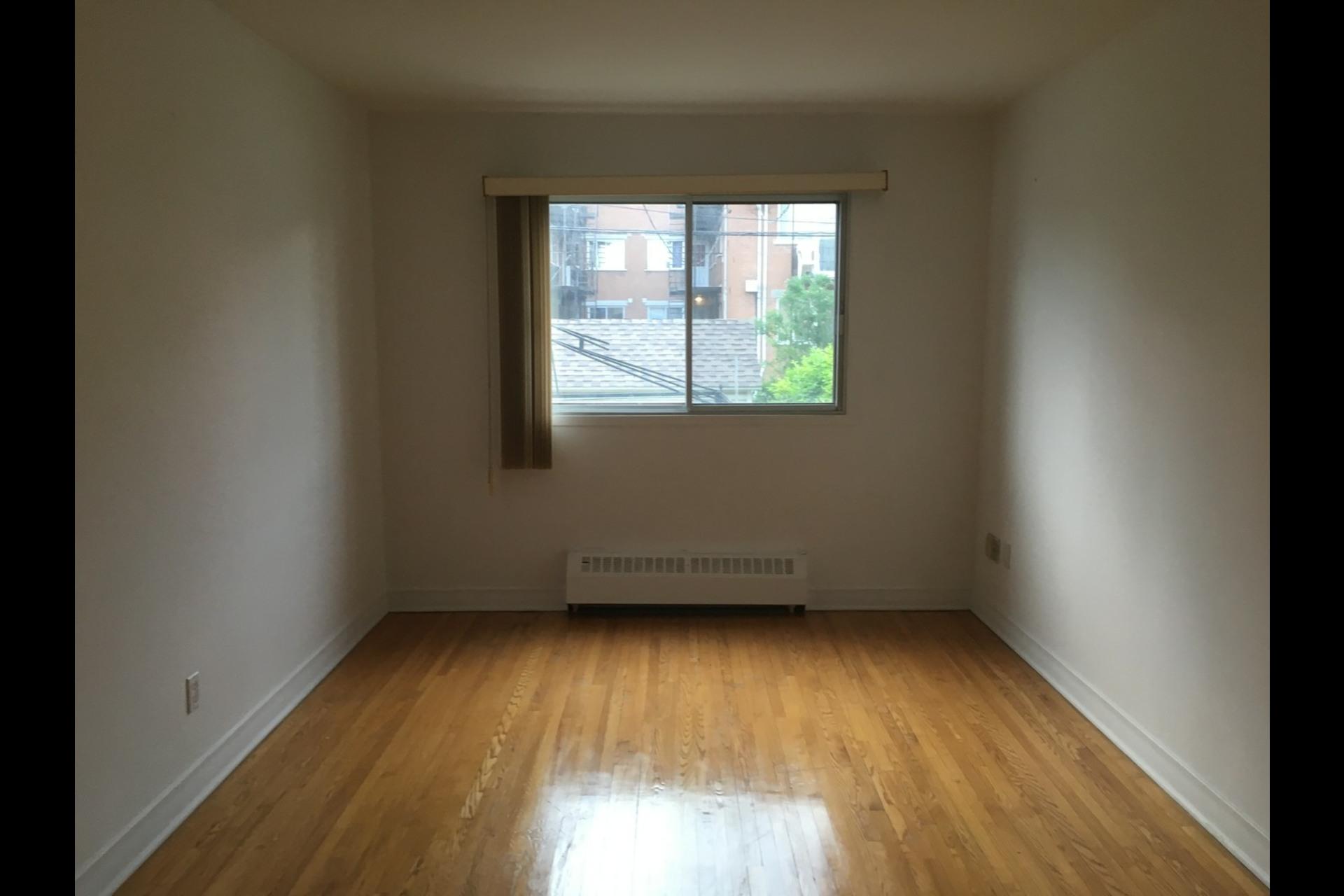 image 7 - Appartement À louer Montréal Rosemont - 5 pièces