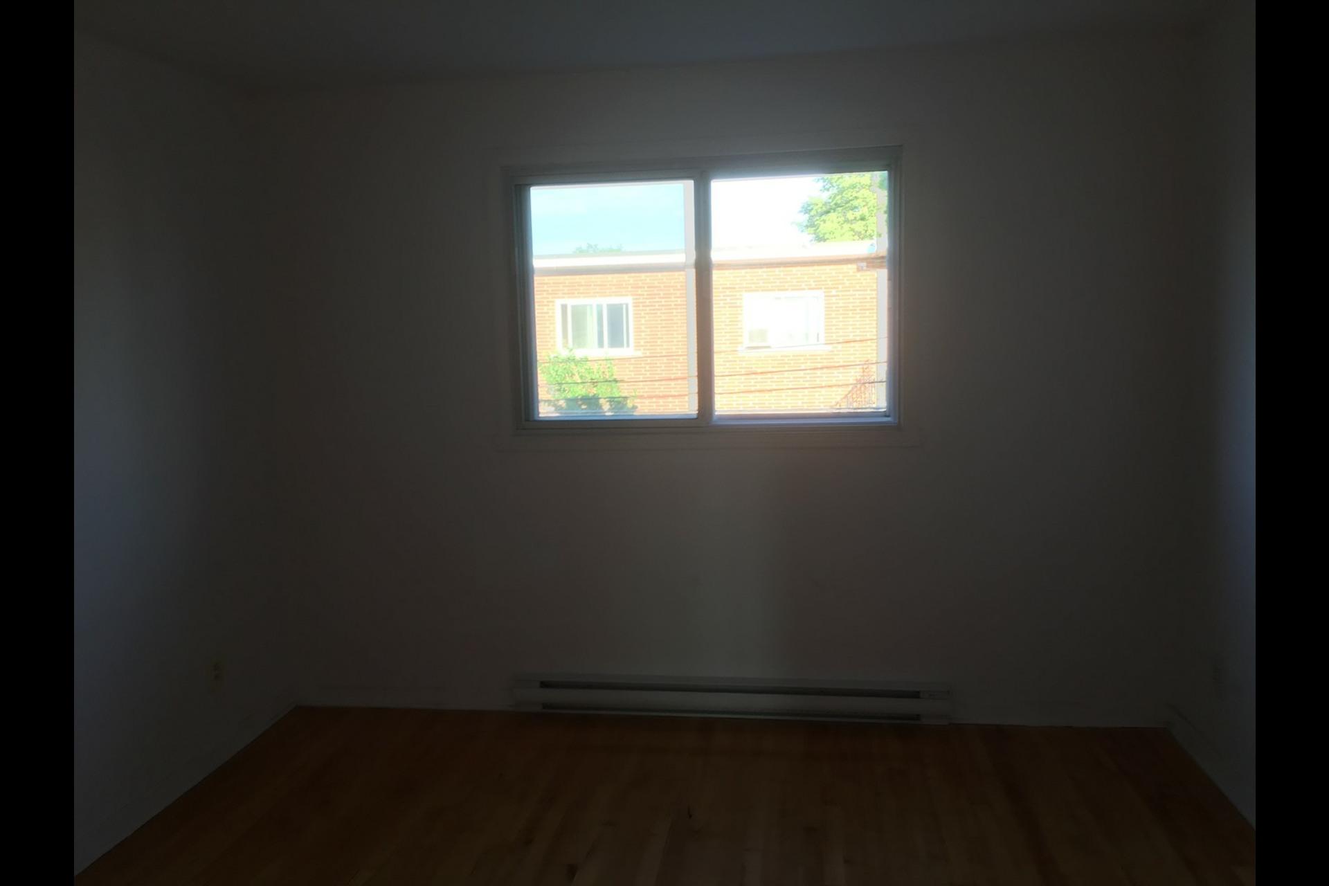 image 3 - Appartement À louer Montréal Saint-Leonard - 5 pièces