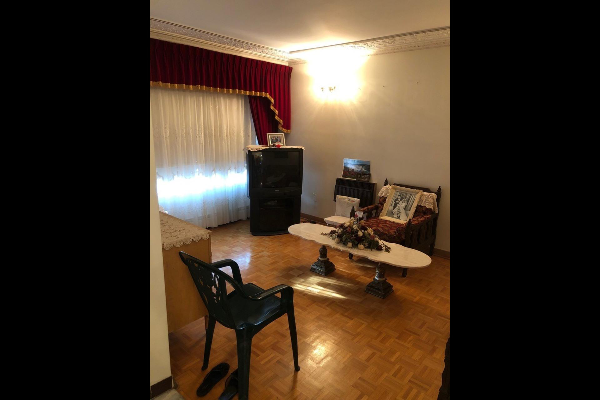 image 8 - Appartement À louer Montréal Saint-Michel - 5 pièces