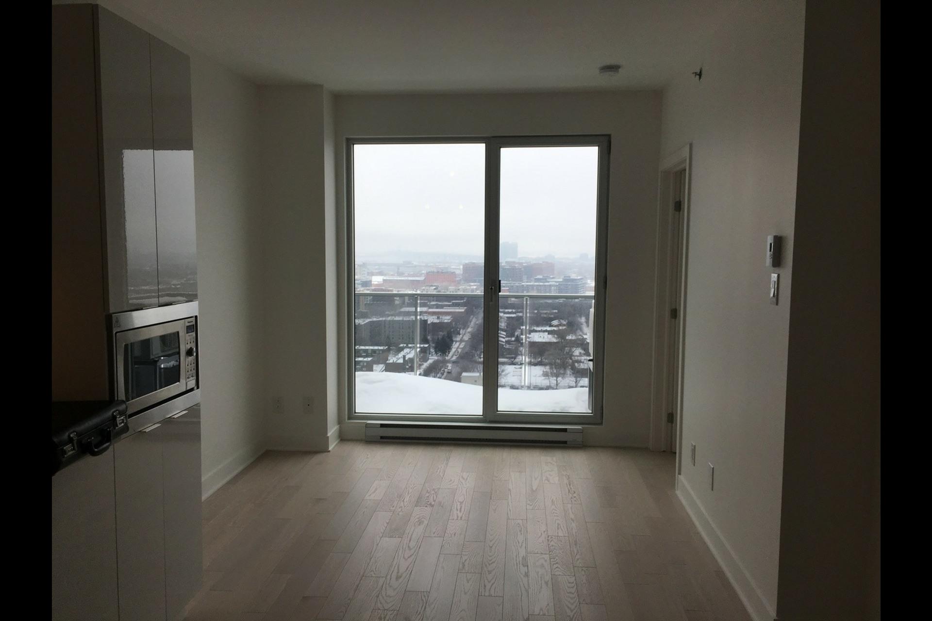 image 3 - Condo For rent Montréal Ville-Marie (Centre-ville) - 3 rooms