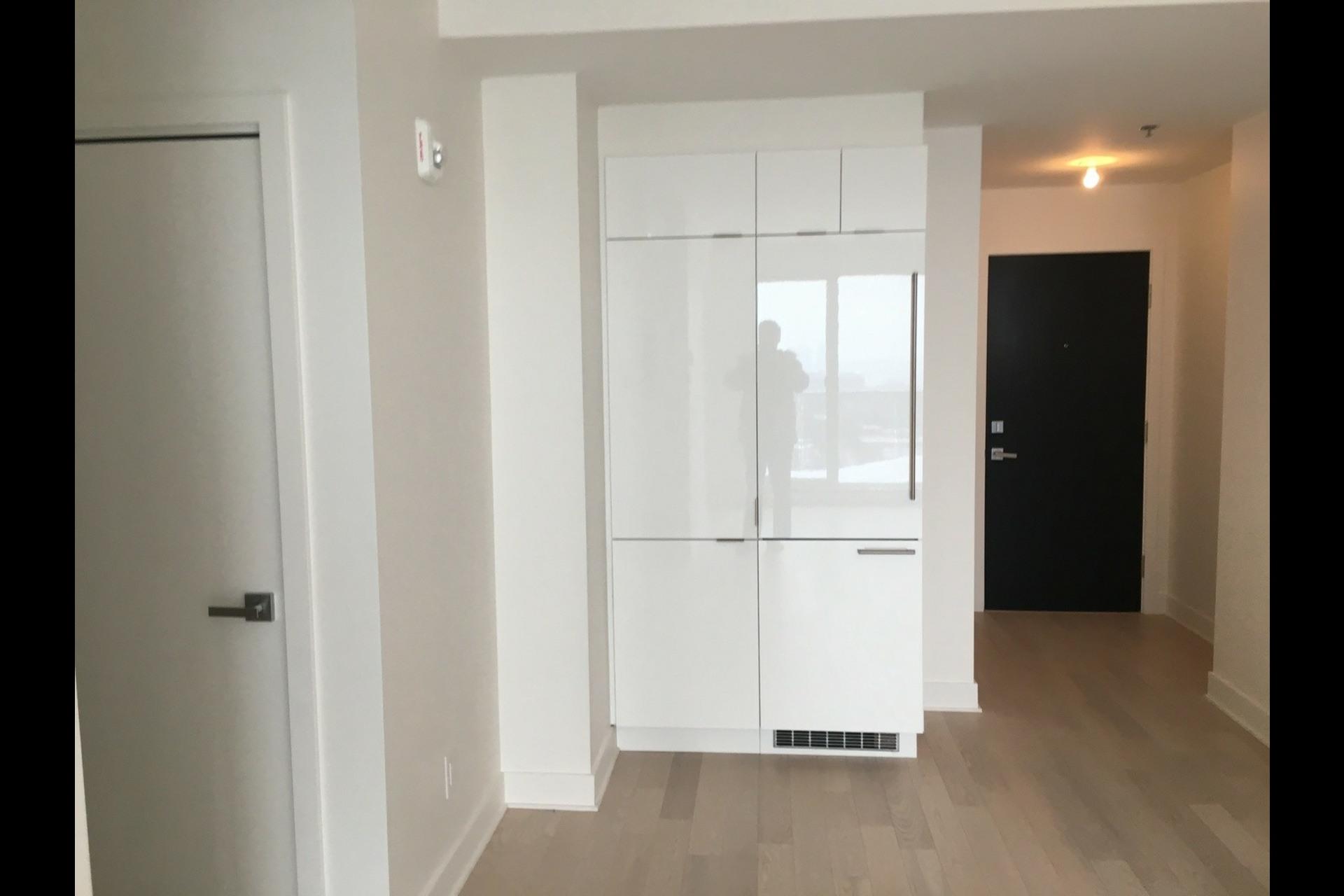 image 2 - Condo For rent Montréal Ville-Marie (Centre-ville) - 3 rooms