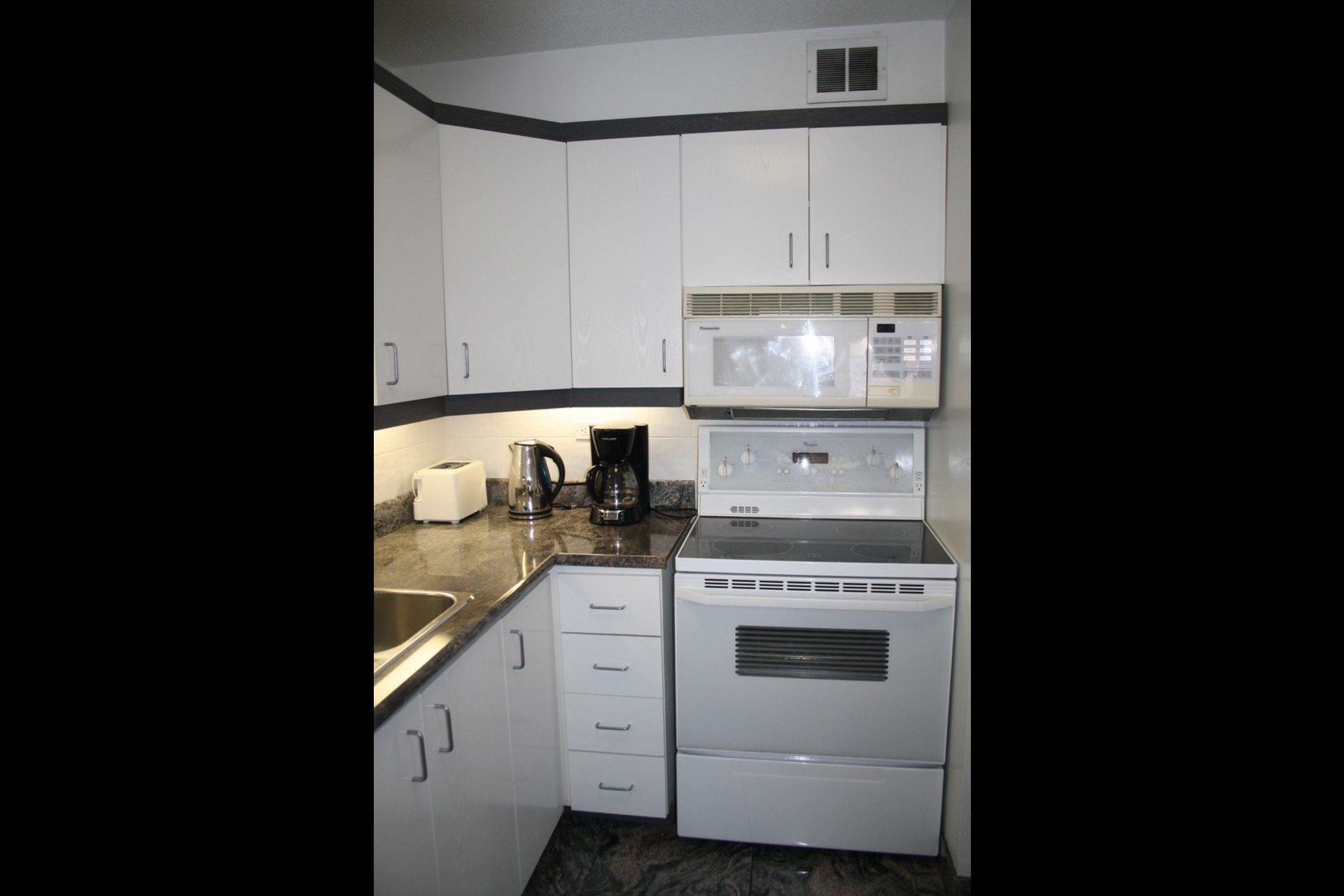 image 0 - Apartment For rent Westmount - 4 rooms
