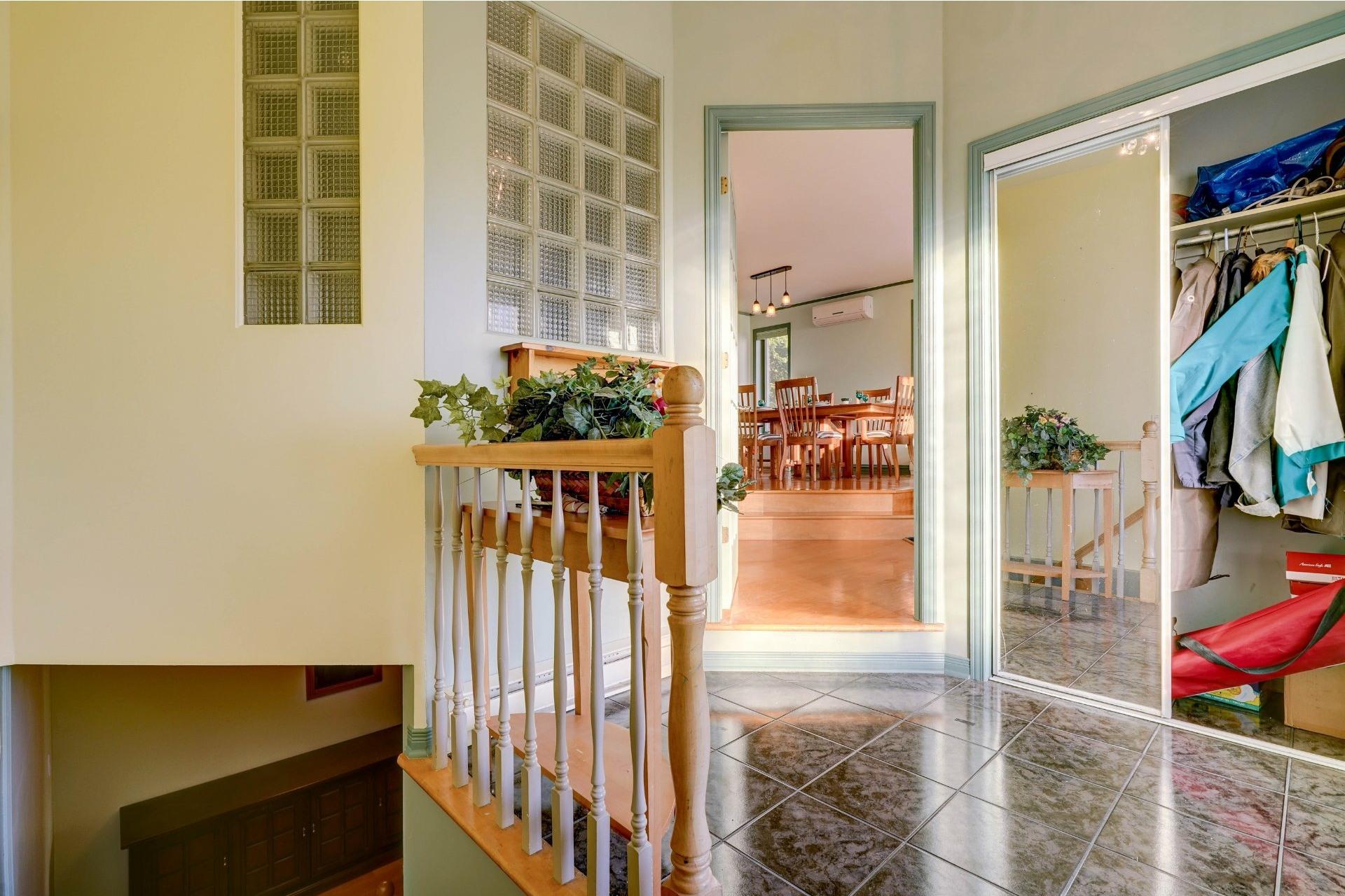 image 1 - Maison À vendre Sainte-Julie - 13 pièces