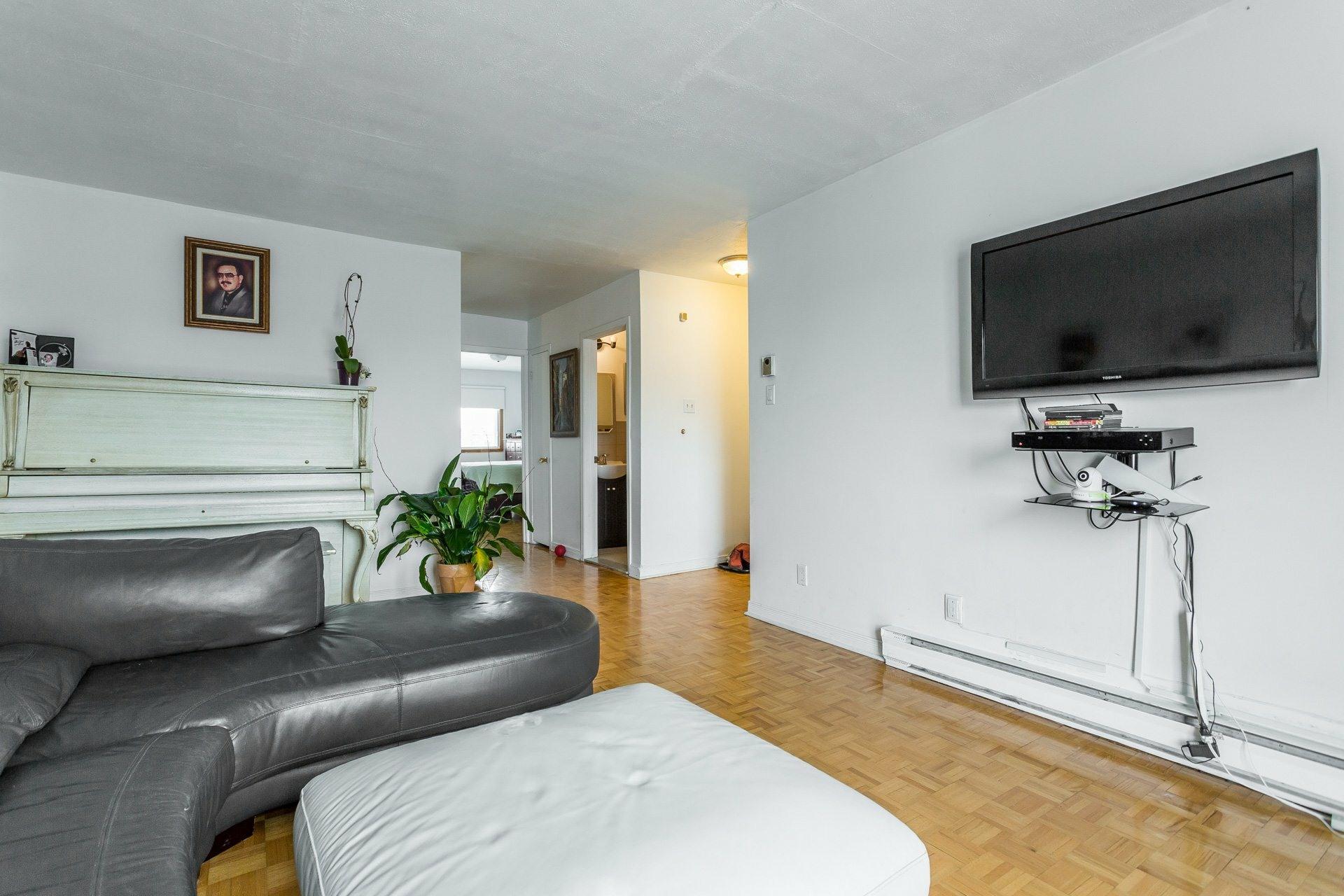 image 17 - Quintuplex À vendre Montréal Saint-Léonard  - 7 pièces