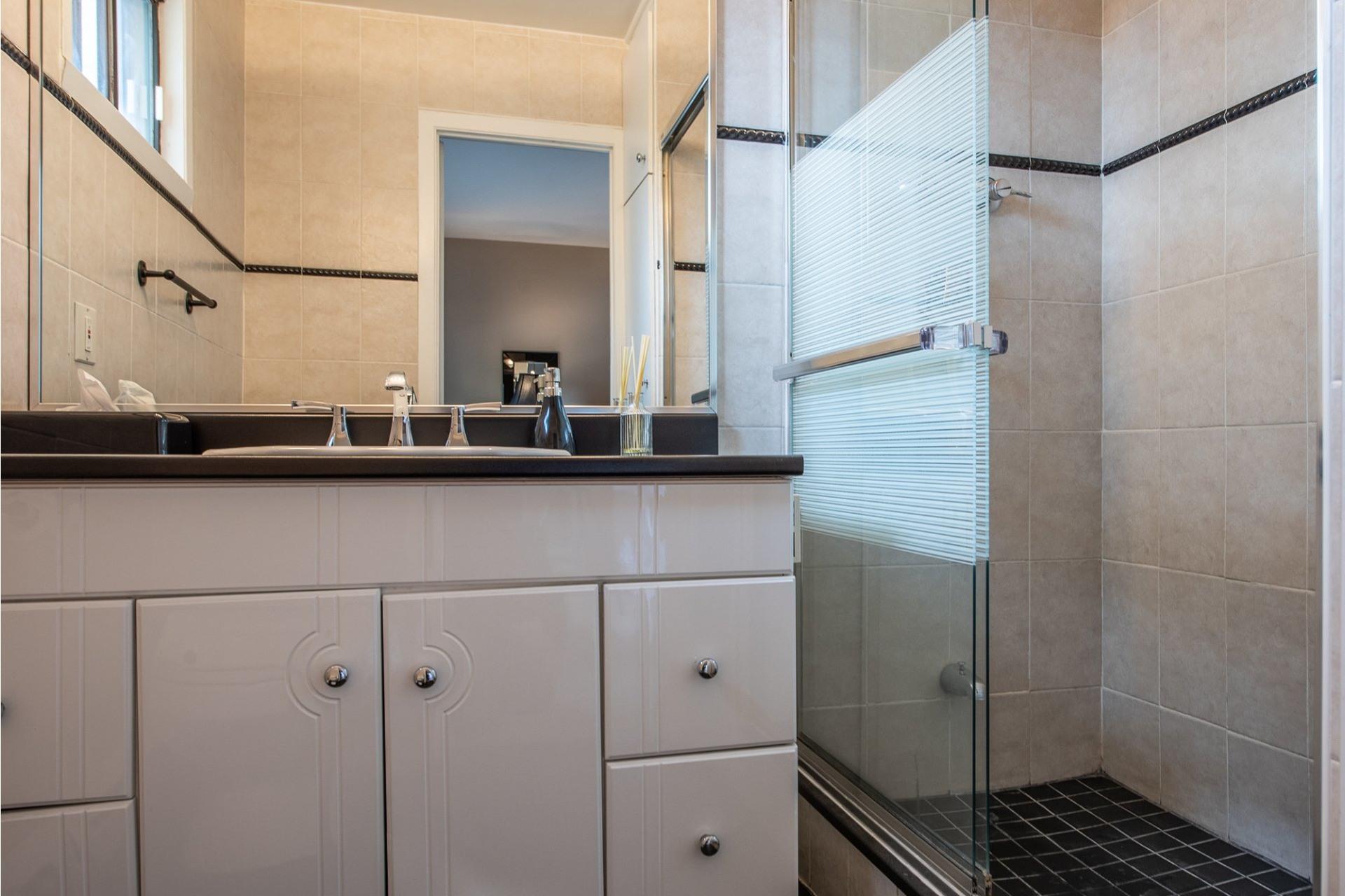 image 17 - House For sale Montréal Saint-Laurent  - 15 rooms
