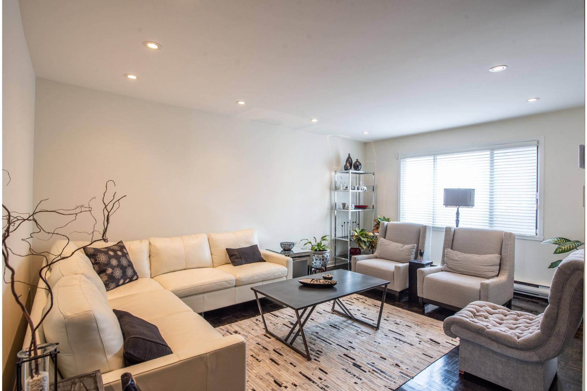 image 4 - House For sale Montréal Saint-Laurent  - 15 rooms