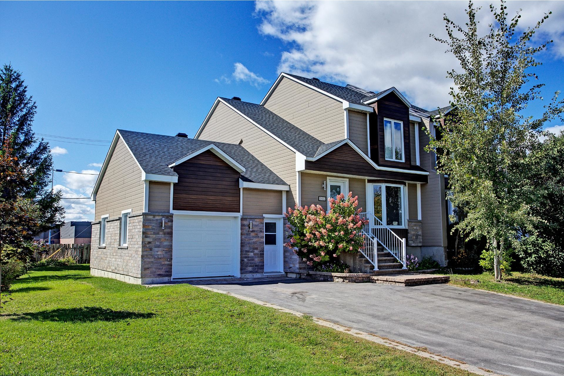 image 1 - House For sale Vaudreuil-Dorion - 10 rooms