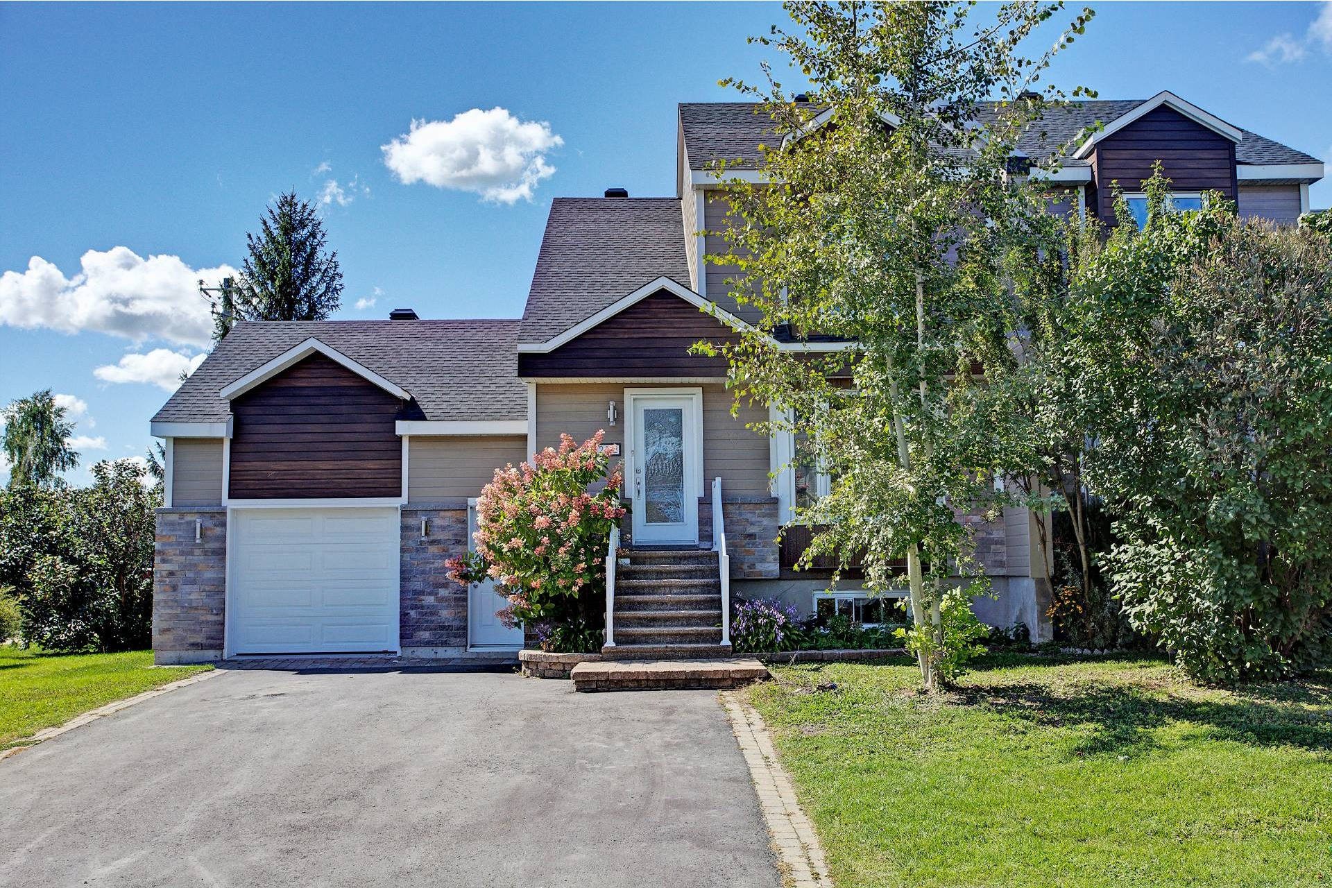 image 0 - House For sale Vaudreuil-Dorion - 10 rooms