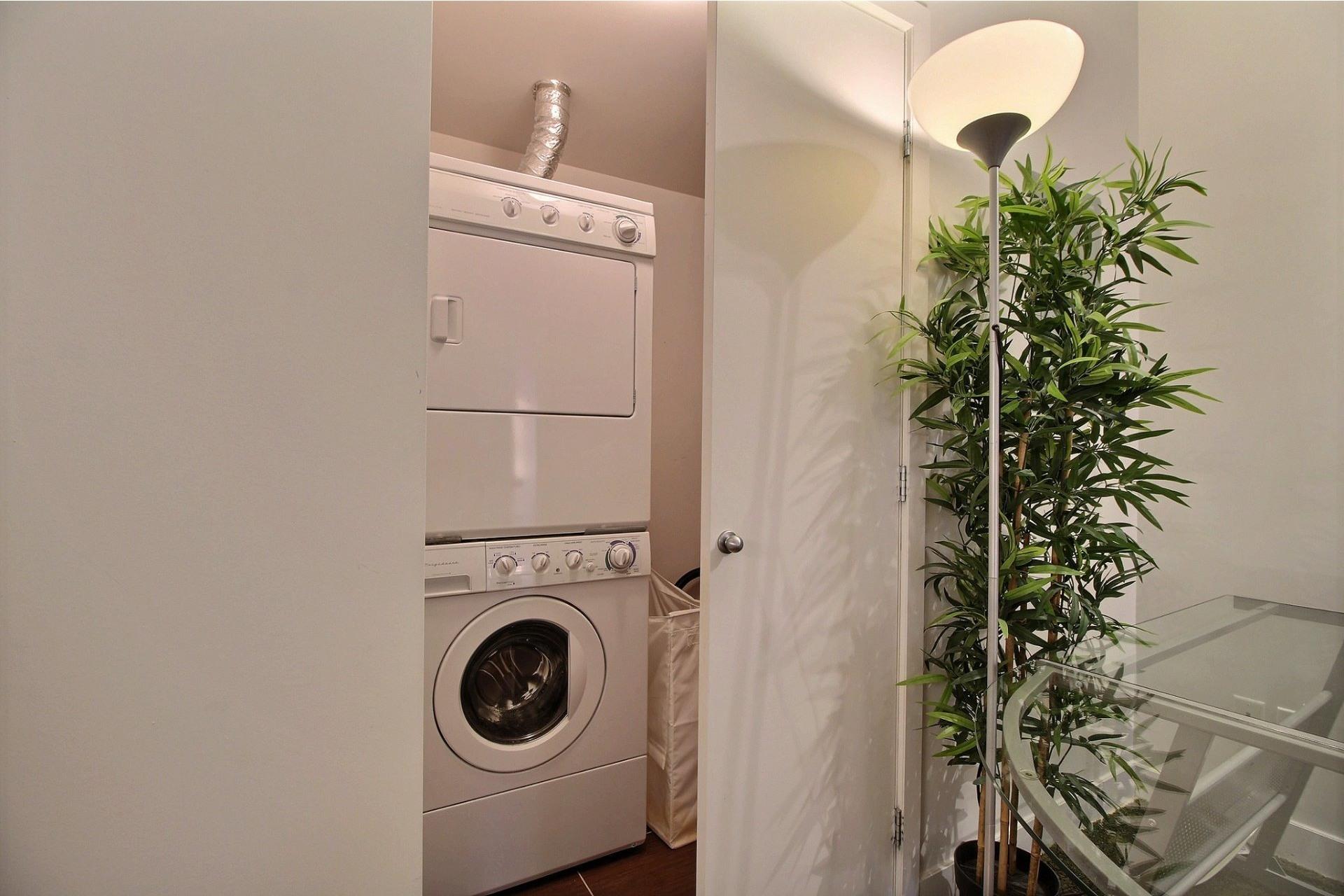 image 12 - Apartment For rent Le Sud-Ouest Montréal  - 6 rooms