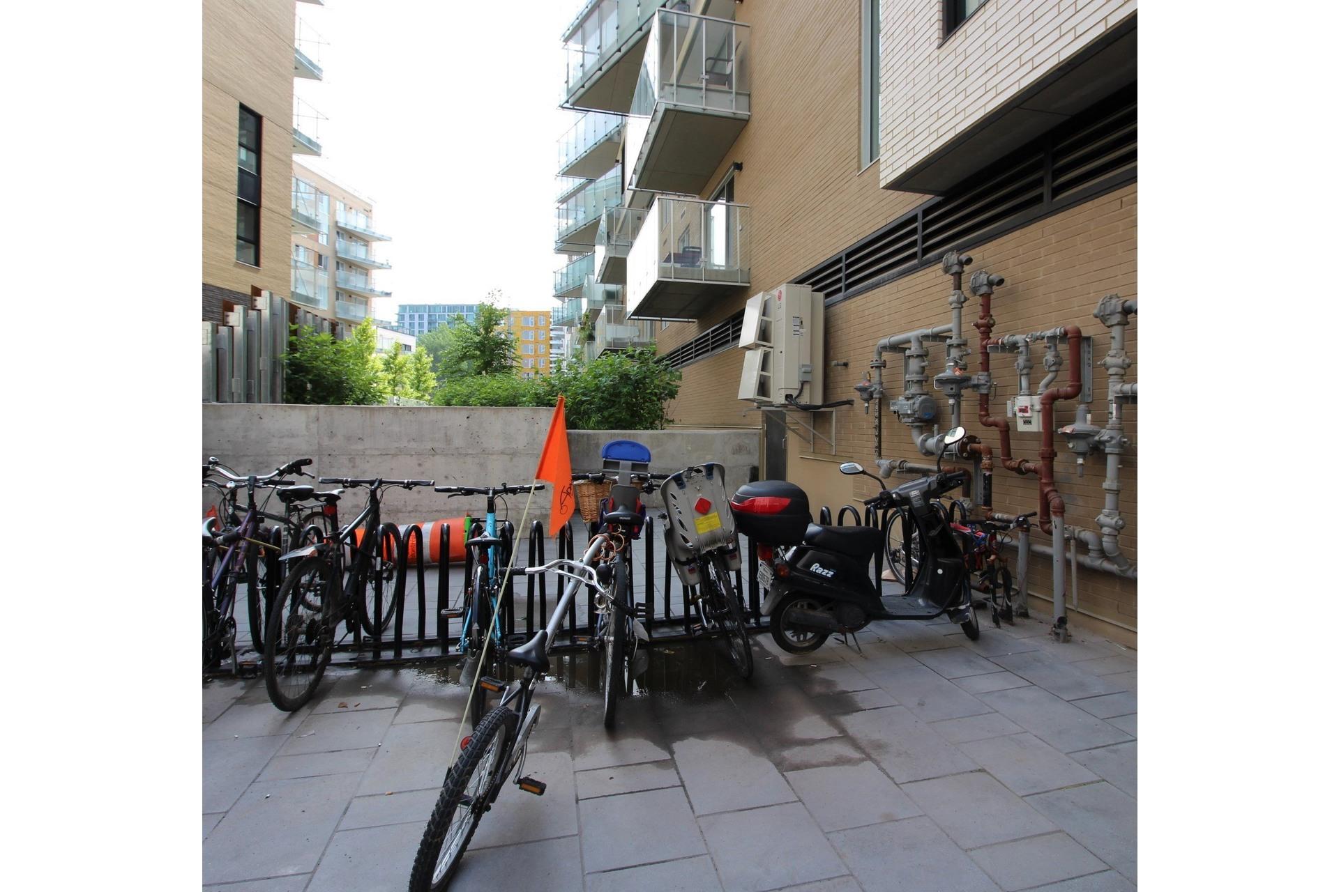 image 14 - Appartement À louer Montréal Le Sud-Ouest  - 4 pièces