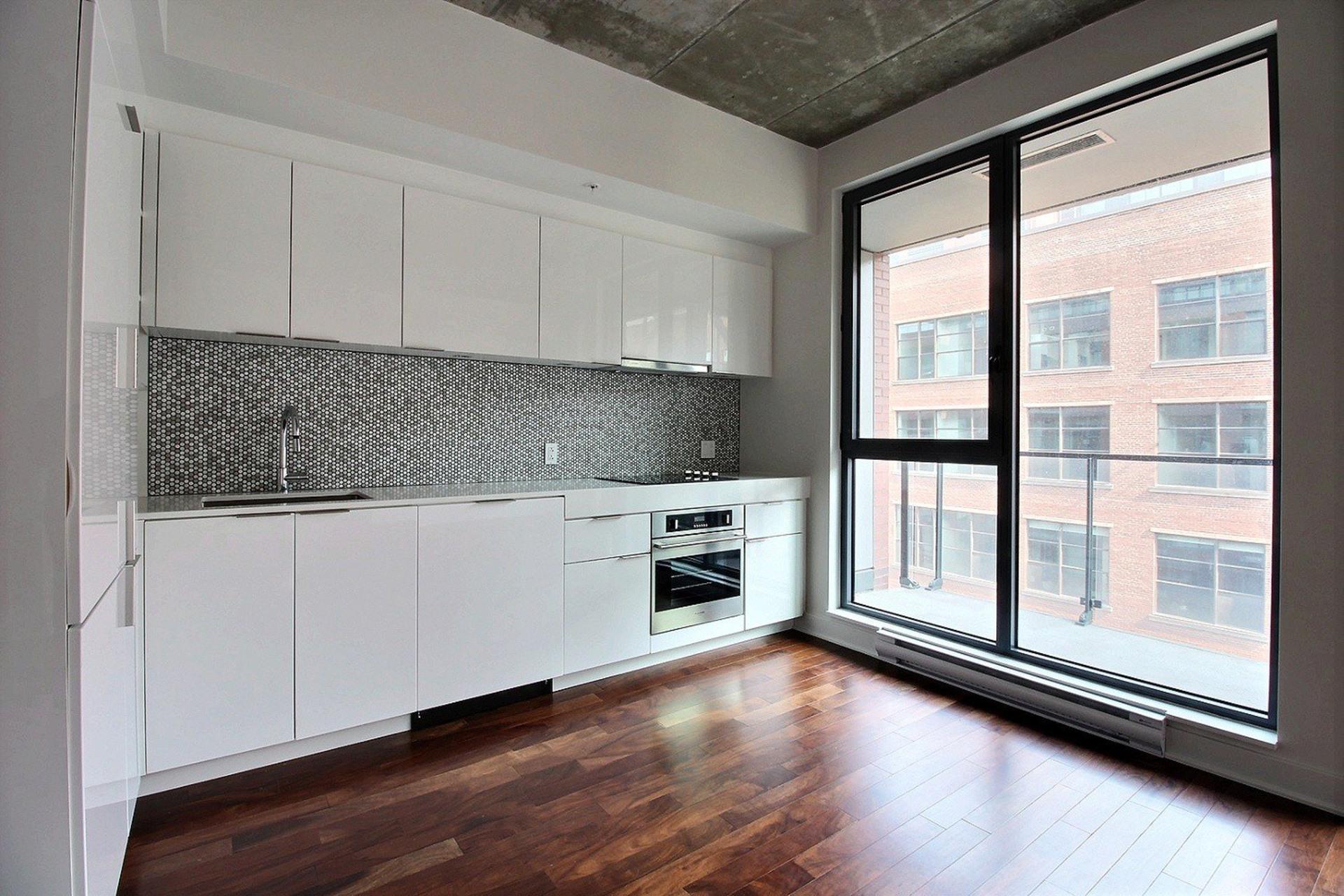 image 4 - Apartment For rent Montréal Le Sud-Ouest  - 5 rooms