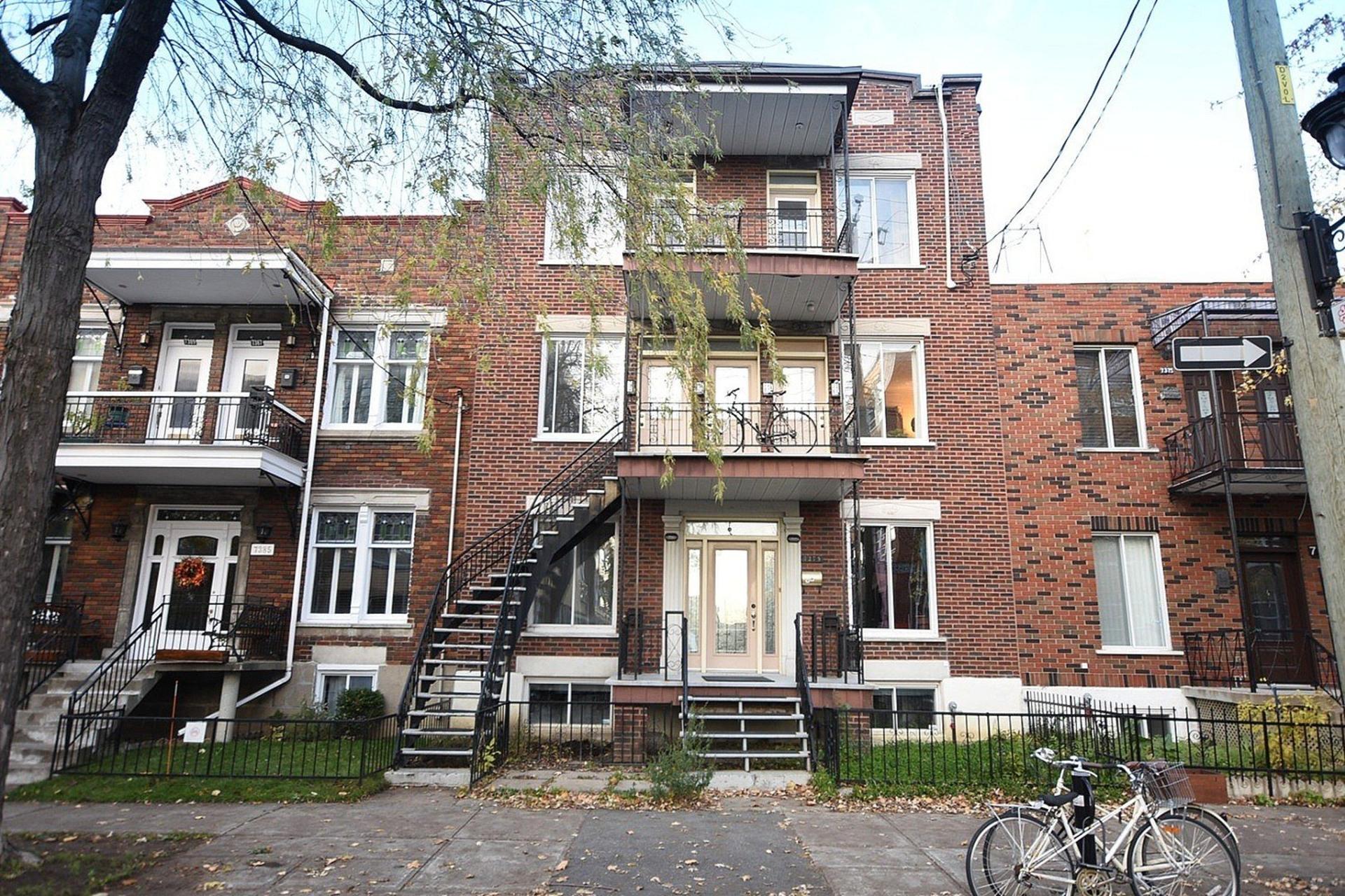 image 0 - Quintuplex For sale Montréal Villeray/Saint-Michel/Parc-Extension  - 8 rooms
