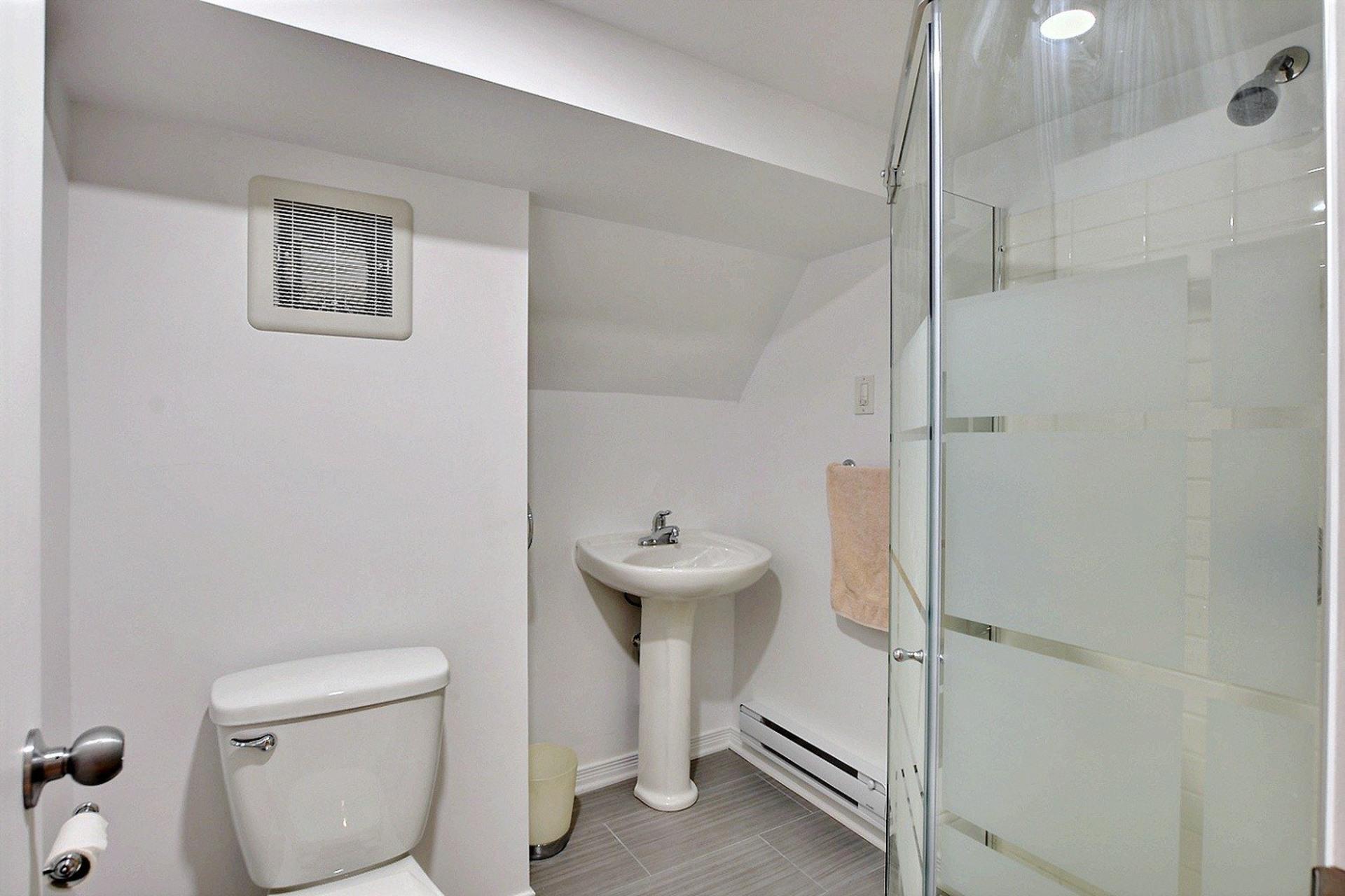 image 11 - Quintuplex For sale Montréal Villeray/Saint-Michel/Parc-Extension  - 8 rooms