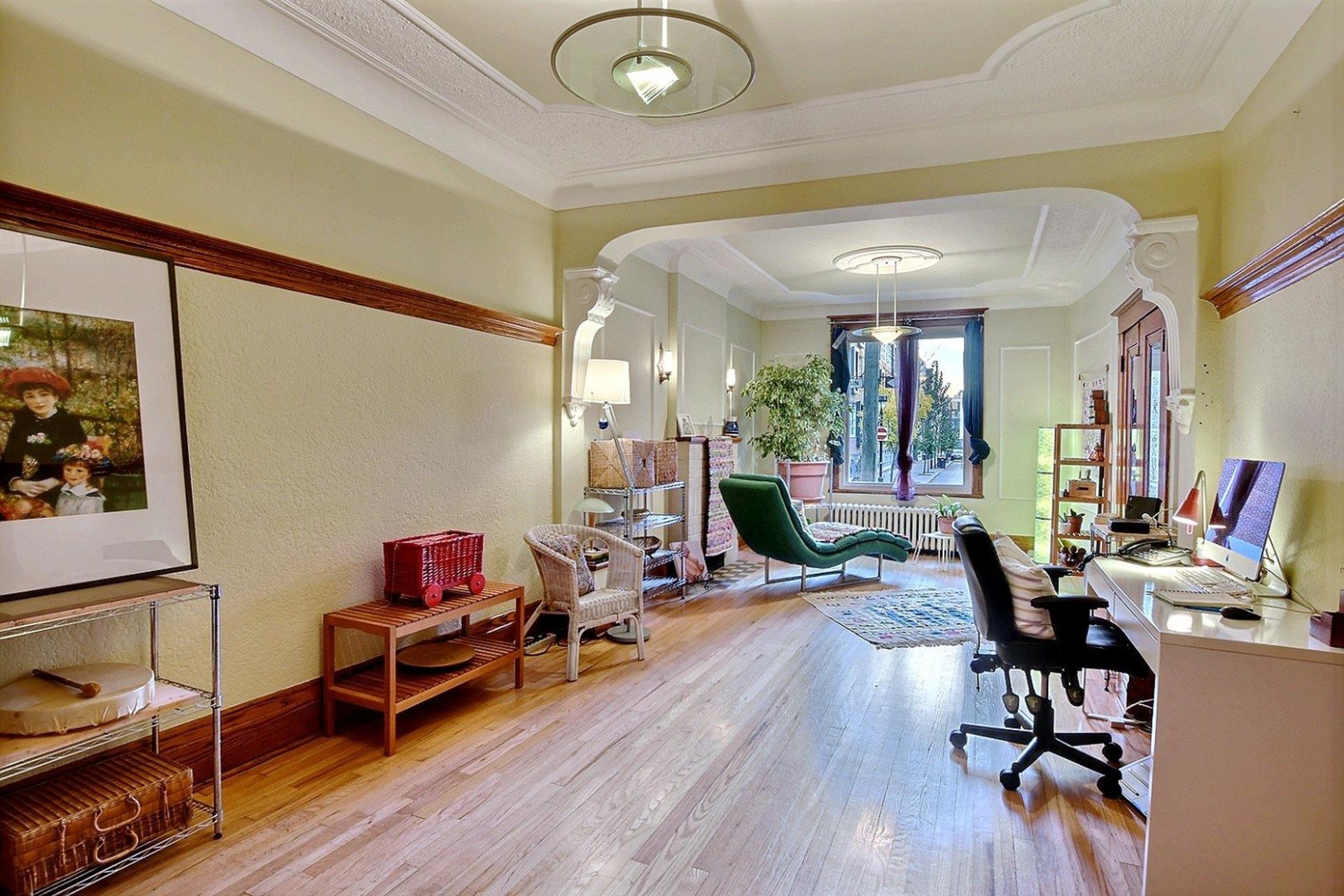 image 1 - Quintuplex For sale Montréal Villeray/Saint-Michel/Parc-Extension  - 8 rooms